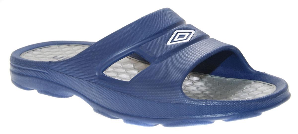 Шлепанцы мужские Umbro Umbro Slide, цвет: темно-синий. 80158U. Размер 10 (42)80158U_темно-синий, белыйКомфортные мужские шлепанцы Umbro Slide от Umbro идеально подойдут для пляжа или душа. Шлепанцы выполнены из материала ЭВА. Стелька, выполненная из износостойкой термопластичной резины, гарантирует комфорт при движении. Основание подошвы дополнено рифлением.