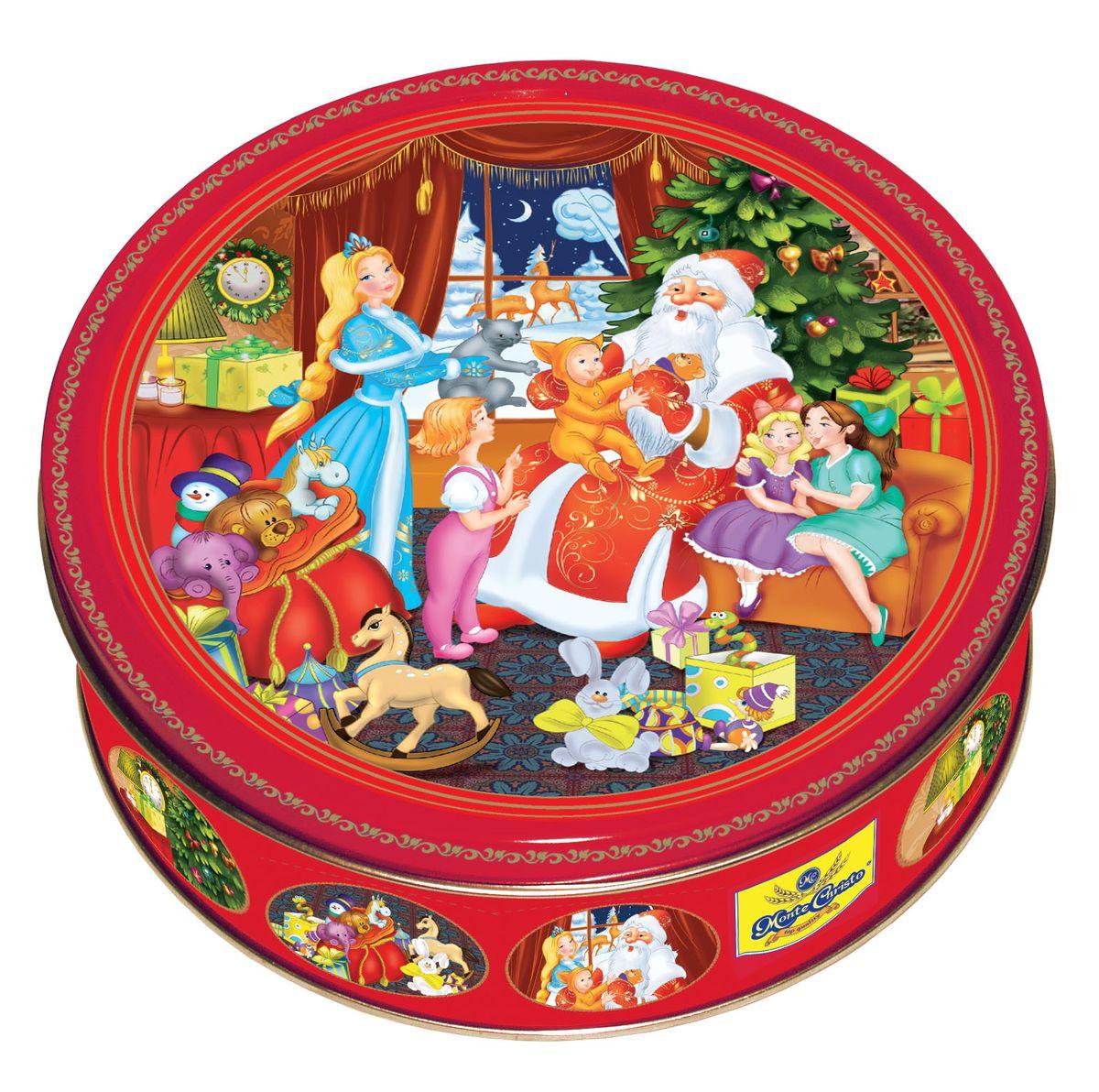 Сладкая Сказка Печенье Подарки Деда Мороза, 400 гMC-4-5Подарки Деда Мороза — это 400 грамм сдобного печенья от группы компаний Сладкая сказка, изготовленного на российской фабрике с использованием натуральных ингредиентов. Оно упаковано в жестяную подарочную банку. Дизайн выполнен в ярких красных тонах, которые традиционно ассоциируются с Новым годом и Рождеством. На крышке в анимированной стилистике изображен Дед Мороз со Снегурочкой, которые пришли с подарками в гости к детям. От картинки так и веет любимым праздником! Пустую банку можно использовать в качестве интерьерного украшения или для хранения мелочей.