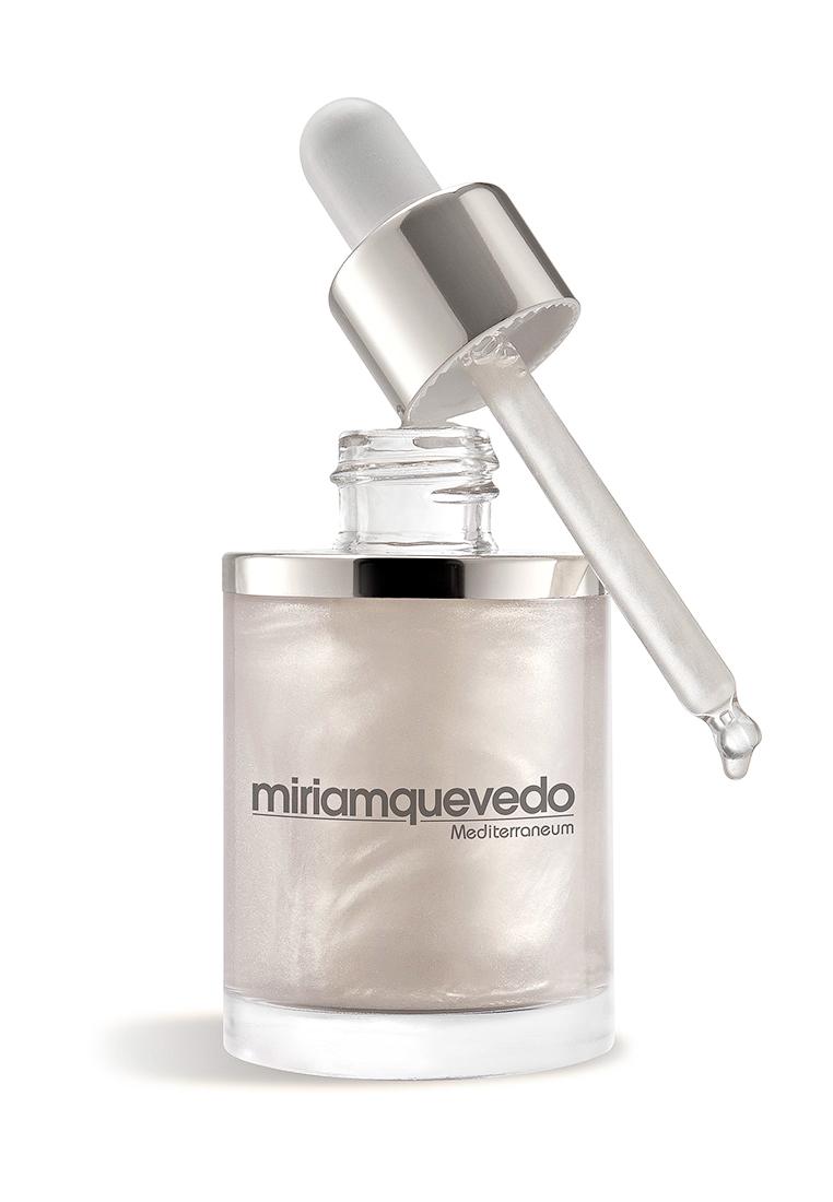 Miriam Quevedo Увлажняющее масло-эликсир для волос с экстрактом прозрачно-белой икры (Glacial White Caviar Hydra-Pure Precious Elixir) 50 мл8437011863980Miriam Quevedo Glacial White Caviar Hydra-Pure Precious Elixir Увлажняющее масло-эликсир для волос с экстрактом прозрачно-белой икры омолаживает, защищает волосы, избавляя от излишней сухости и нарушения структуры. Прекрасно подходит после окраски и кератиновой терапии, при которых изменяется баланс даже самых молодых волос и создается потребность в регенерации. Экстракт белой икры и липопротеиновый комплекс, входящий в состав, мгновенно восстановят структуру волос. Основной компонент масла - высококонцентрированный экстракт белой икры богат аминокислотами, пептидами, что создает нежный уход и питание. После применения волосы приобретут сияние, натуральный блеск, о чем позаботятся составляющие компоненты эликсира - масло камелии, баобаба и экстракта белой икры. Тонкая текстура масла-эликсира позволяет использовать масло экономично, для достижения эффекта достаточно одной капли, получаемой при помощи удобного дозатора. Результатом станут молодые, здоровые волосы, источающие приятный нежный запах тонких масел.