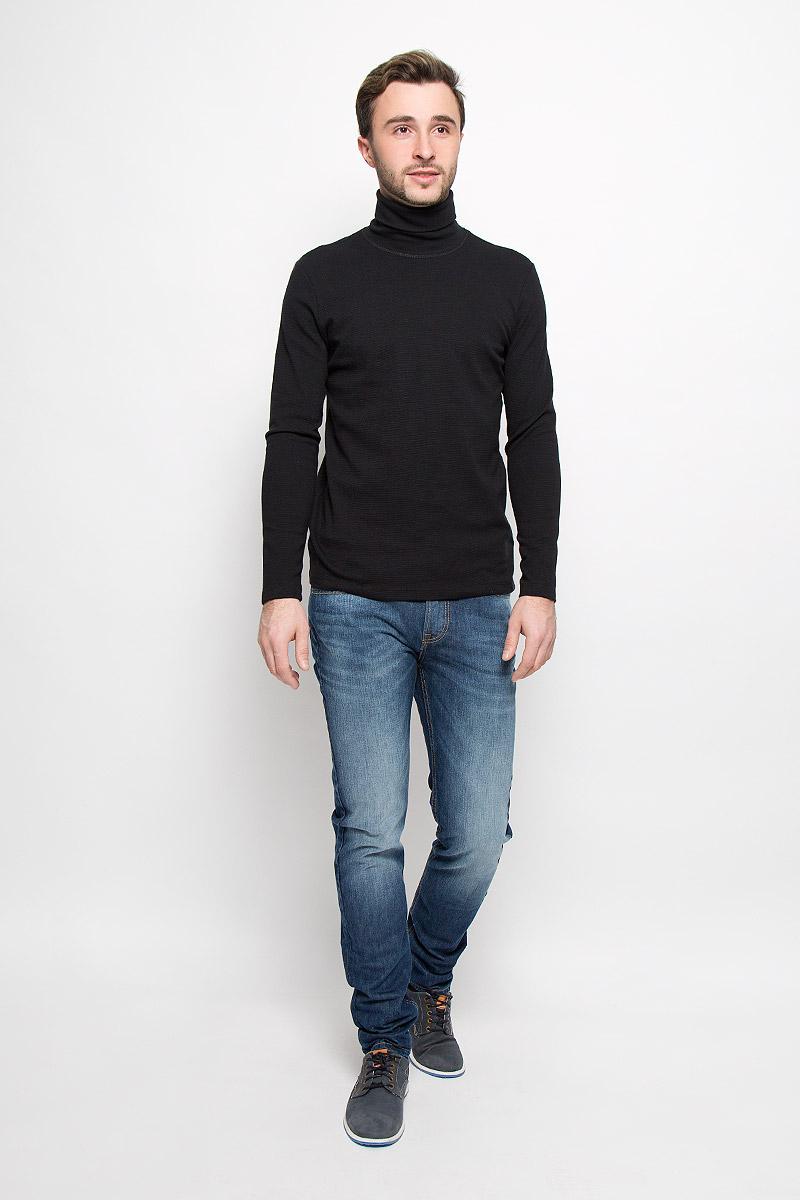 Джинсы мужские Lee Arvin, цвет: синий. L73242YL. Размер 30-32 (46-32)L73242YLСтильные мужские джинсы- джинсы высочайшего качества, которые прекрасно сидят. Модель слегка зауженного к низу кроя и средней посадки изготовлена натурального хлопка. Джинсы на талии застегиваются на металлическую пуговицу, а также имеют ширинку на застежке-молнии и шлевки для ремня. Спереди модель дополнена двумя втачными карманами иодним накладным небольшим кармашком, а сзади - двумя накладными карманами. Изделие оформлено небольшим эффектом потертости и контрастной прострочкой.