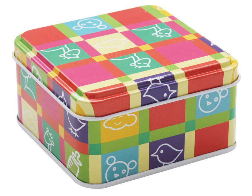 Коробка для хранения мелочей Hobby & Pro, 8,5 х 8,5 х 4,5 см7712763Коробка для хранения мелочей Hobby & Pro, выполненная из металла, станет практичным решением для хранения швейных принадлежностей. Внешняя поверхность оформлена красивым принтом. Внутри - одно отделение. Такая оригинальная коробка подойдет для хранения разных предметов рукоделия: ниток, иголок, бусин, кнопок и многого другого.