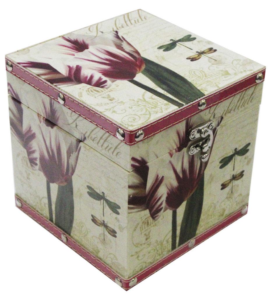 Шкатулка для рукоделия Стрекозы в саду, 15 х 15 х 15 см771515101Шкатулка Стрекозы в саду изготовлена из МДФ, картона и холщовой ткани. Изделие оформлено изображением цветов и стрекоз. Изнутри стенки обтянуты тканью коричневого цвета. Изящная шкатулка с ярким дизайном предназначена для хранения мелочей, принадлежностей для шитья и творчества и других аксессуаров. Она красиво оформит интерьер комнаты и поможет хранить ваши вещи в порядке.