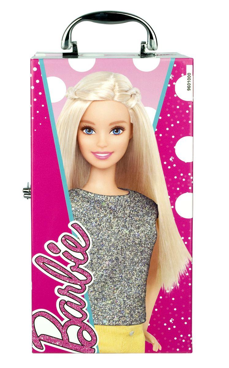 Markwins Игровой набор детской декоративной косметики Barbie 96010519601051Замечательный набор декоративной косметики от компании Markwins поможет девочке создать яркий, стильный образ! В комплект входят блески для губ, тени и лаки, а также различные аксессуары. Косметика на водной основе легко наносится и смывается, а упаковка выполнена в виде гламурного чемоданчика с изображением любимицы миллионов девочек - красавицей Барби.Детская косметика Markwins создана с соблюдением самых высоких европейских стандартов безопасности. Продукция не содержит парабенов, метилизотиазолинона, пальмового масла. Предназначена для детей от 7 лет. Несмотря на высокое качество продукции и ее общую гипоаллергенность, производитель рекомендует проверить индивидуальную реакцию на косметику перед ее использованием. Просто нанесите на кожу немного косметики и подержите 30-60 минут. Если на коже появится покраснение, следует прекратить использование продукции. Эта аллергическая реакция проявляется очень редко и зависит от индивидуальных особенностей организма.Условия хранения: хранить при температуре от +5 до +25 градусов; не допускать попадания прямых солнечных лучей.Для работы подсветки рекомендуется докупить 2 батарейки типа CR2032 (товар комплектуется демонстрационными).