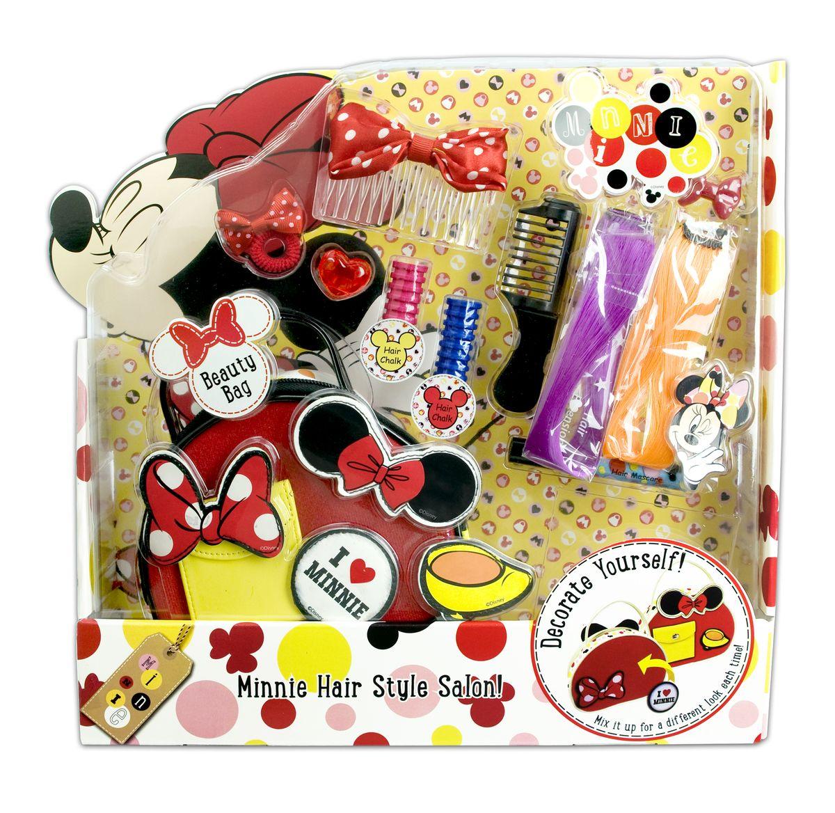 Markwins Игровой набор детской декоративной косметики Minnie 96055519605551Набор детской декоративной косметики Markwins - отличный подарок для девочек!Набор предназначен для создания стильных, оригинальных причесок. Для этого в комплект входит все самое необходимое - заколки, резиночки и другие интересные аксессуары. Хранить их можно в удобной сумочке, которая также входит в комплект. Оформление упаковки особенно понравится поклонницам очаровательной стиляги - мышки Минни.Детская косметика Markwins создана с соблюдением самых высоких европейских стандартов безопасности. Продукция не содержит парабенов, метилизотиазолинона, пальмового масла. Предназначена для детей от 7 лет. Несмотря на высокое качество продукции и ее общую гипоаллергенность, производитель рекомендует проверить индивидуальную реакцию на косметику перед ее использованием. Просто нанесите на кожу немного косметики и подержите 30-60 минут. Если на коже появится покраснение, следует прекратить использование продукции. Эта аллергическая реакция проявляется очень редко и зависит от индивидуальных особенностей организма.Условия хранения: хранить при температуре от +5 до +25 градусов; не допускать попадания прямых солнечных лучей.