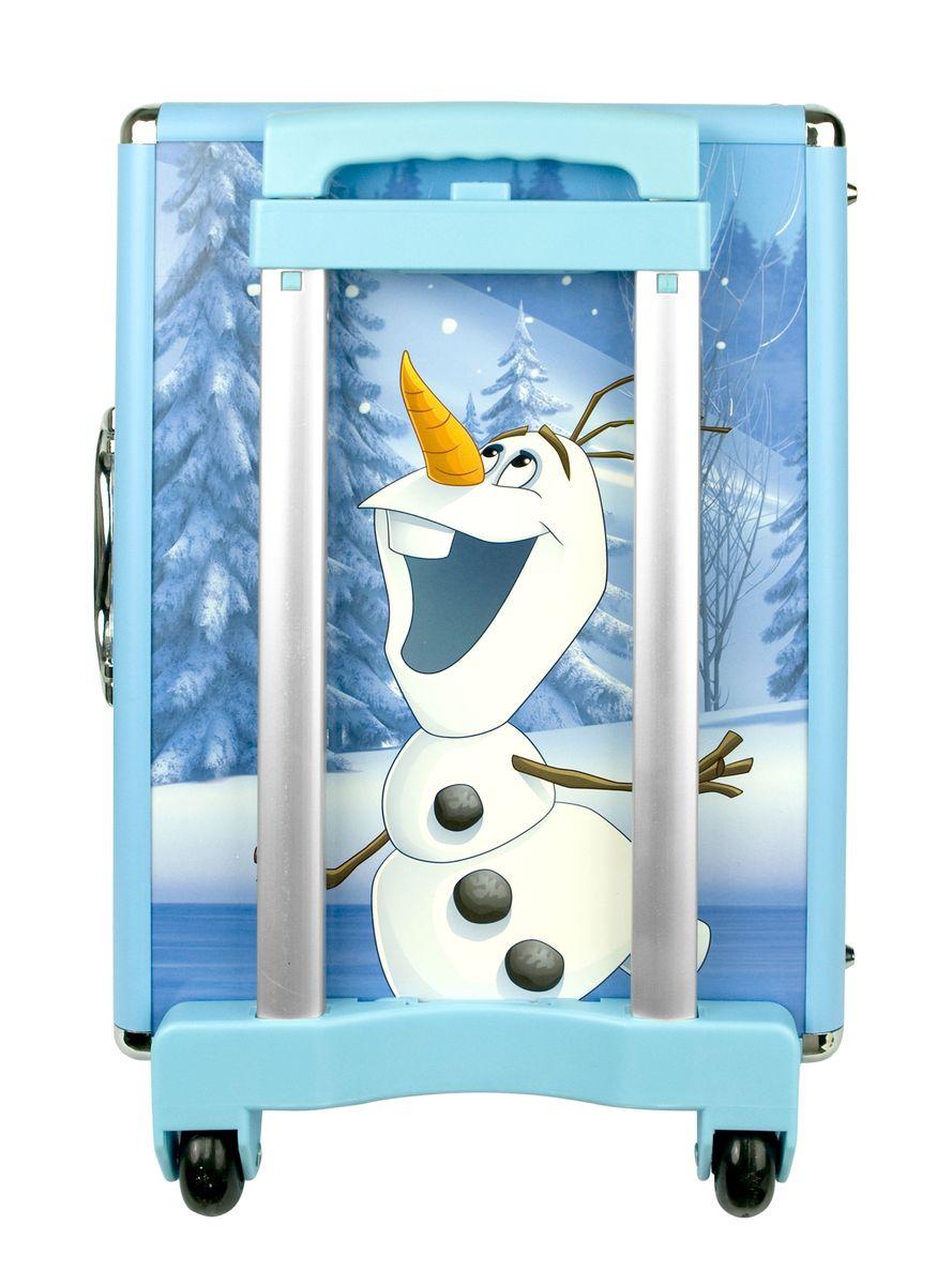 Markwins Игровой набор детской декоративной косметики Frozen 96073519607351Игровой набор детской декоративной косметики Markwins Frozen - отличный подарок для девочек от 7 лет! С ним юная модница сможет создать свой яркий, неповторимый образ. Вся косметика упакована в настоящий дорожный чемоданчик, оформленный в стиле Frozen, что особенно порадует поклонниц мультфильма Холодное сердце. У чемоданчика съемные колеса и ручки, что упрощает его переноску.В комплект входят: чемоданчик, палитра теней для век 12 оттенков, палитра румян 2 оттенка, палитра блесков для губ 12 оттенков, 2 блеска для губ в тубах, 2 лака на водной основе, 10 стразов для украшения ногтей, пилочка для ногтей, аппликатор для нанесения теней, кисть для нанесения блеска, разделитель для пальцев, колечко, 2 резинки для волос, сумочка-косметичка.Условия хранения:Хранить при температуре от +5 до +25 градусов. Не допускать попадания прямых солнечных лучей.Детская косметика Markwins создана с соблюдением самых высоких европейских стандартов безопасности. Продукция не содержит парабенов, метилизотиазолинона, пальмового масла, предназначена для детей от 7 лет. Несмотря на высокое качество продукции и общую гипоаллергенность, производитель рекомендует проверить индивидуальную реакцию на косметику перед ее использованием. Просто нанесите на кожу немного косметики и подержите 30-60 минут. Если на коже появится покраснение, следует прекратить использование продукции. Эта аллергическая реакция проявляется очень редко и зависит от индивидуальных особенностей организма.
