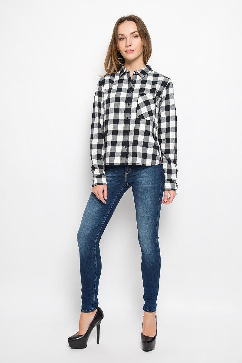 Рубашка женская Lee, цвет: черный, белый. L46VCB01. Размер M (48)L46VCB01Женская рубашка Lee выполнена из натурального хлопка. Рубашка с длинными рукавами и отложным воротником застегивается на пуговицы спереди. Манжеты рукавов также застегиваются на пуговицы. Рубашка оформлена принтом в клетку. Модель дополнена накладным нагрудным карманом.