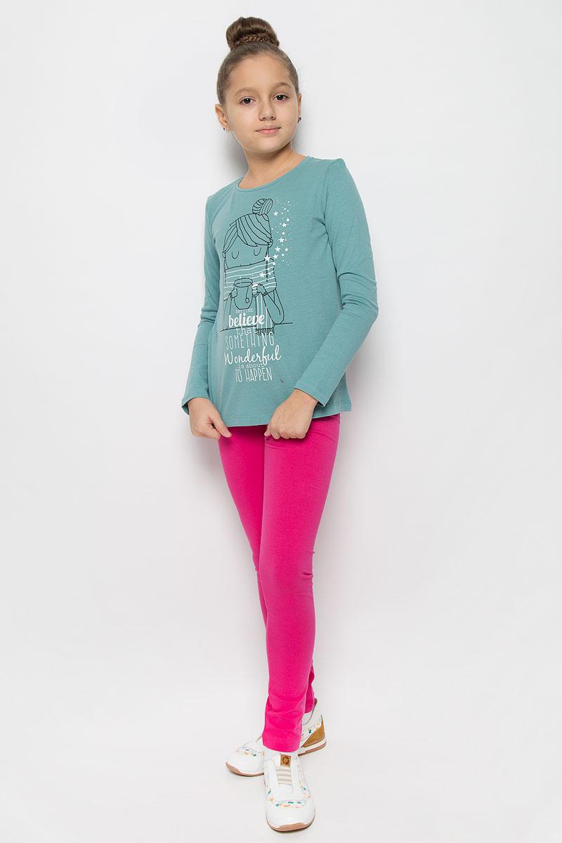 Лонгслив для девочки Button Blue, цвет: бледно-бирюзовый. 216BBGC12031300. Размер 152, 12 лет216BBGC12031300Стильный лонгслив для девочки Button Blue, выполненный из натурального хлопка, станет отличным дополнением к детскому гардеробу. Модель с круглым вырезом горловины и длинными рукавами спереди оформлена оригинальным принтом. Горловина дополнена трикотажной резинкой.