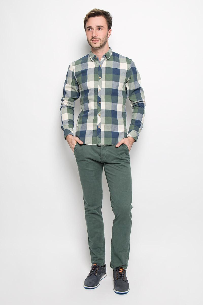 Рубашка мужская Tom Tailor Denim, цвет: синий, зеленый, молочный. 2032524.62.12_6748. Размер XL (52)2032524.62.12_6748Мужская рубашка Tom Tailor Denim выполнена из натурального хлопка. Модель приталенного кроя с длинными рукавами и отложным воротником застегивается на пуговицы по всей длине и оформлена принтом в клетку. Манжеты рукавов оснащены застежками-пуговицами.