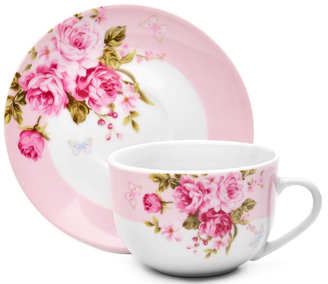 Красивая пара, состоящая из элегантной чайной чашки и изящного блюдца, поможет вам сполна насладиться богатым вкусом и ароматом  свежезаваренного напитка.  Предметы выполнены из высококачественного фарфора, она радует своей восхитительной белизной и прочностью.Кружка и блюдце  украшены нежными рисунками в виде букетов розовых пионов. Объем чашки: 220 мл. Диаметр блюдца: 15 см.