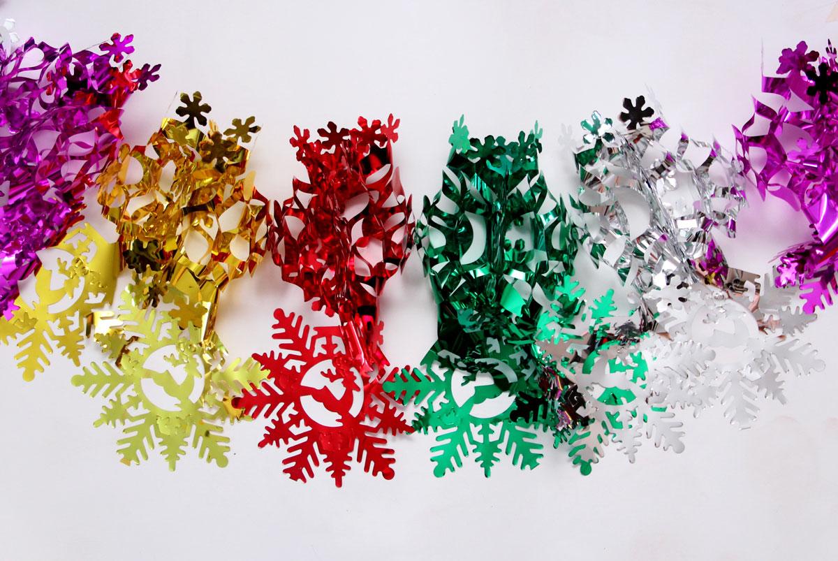 Гирлянда новогодняя Magic Time Снежинки чудесные цветные, 35 х 21 х 200 см42118Новогодняя гирлянда Magic Time Снежинки чудесные цветные прекрасно подойдет для декора дома и праздничной елки. Украшение выполнено из ПЭТ. С помощью специальной петельки гирлянду можно повесить в любом понравившемся вам месте. Легко складывается и раскладывается.Новогодние украшения несут в себе волшебство и красоту праздника. Они помогут вам украсить дом к предстоящим праздникам и оживить интерьер по вашему вкусу. Создайте в доме атмосферу тепла, веселья и радости, украшая его всей семьей.Размер гирлянды: 35 х 21 х 200 см.
