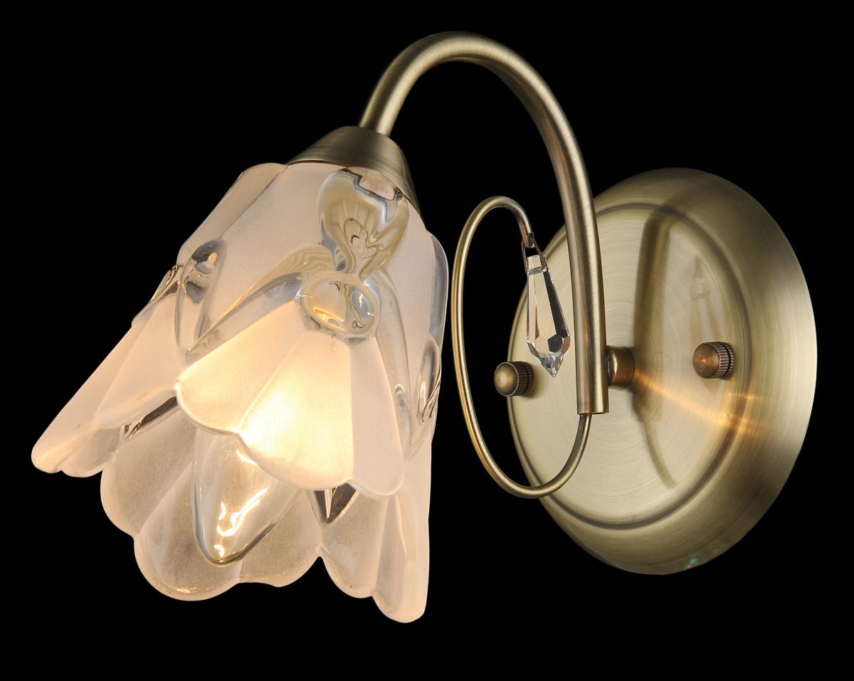 Бра Natali Kovaltseva, 1 х E14, 60W. 11431/1W11431/1W ANTIQUEБра Natali Kovaltseva, выполненное в классическом стиле, станет украшением вашей комнаты и изысканно дополнит интерьер. Изделие крепится к стене. Такое бра отлично подойдет для освещения кабинета, спальни или гостиной. Бра выполнено из металла с хромированным покрытием, плафон изготовлен из матового стекла. В коллекциях Natali Kovaltseva представлены разные стили - от классики до хайтека. Дизайн и технологическая составляющая продукции разрабатывается в R&D центре компании, который находится в г. Дюссельдорф, Германия. При производстве продукции используются высококачественные и эксклюзивные материалы: хрусталь ASFOR, муранское стекло, перламутр, 24-каратное золото, бронза. Производство светильников соответствует стандарту системы менеджмента качества ISO 9001-2000. На всю продукцию ТМ Natali Kovaltseva распространяется гарантия.