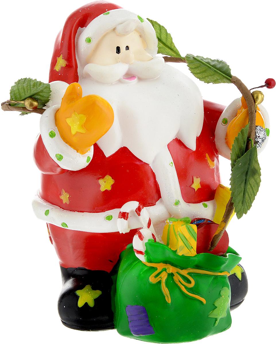 Копилка Winter Wings Дед Мороз, цвет: красный, высота 14 смN160369Копилка Winter Wings Дед Мороз, изготовленная из высококачественной полирезины, станет отличным украшением интерьера вашего дома или офиса. Изделие оснащено отверстием для монет и удобным клапаном на дне, через который можно достать деньги.Яркий оригинальный дизайн сделает такую копилку прекрасным подарком. Она послужит не только по своему прямому назначению, но и красиво дополнит интерьер комнаты.
