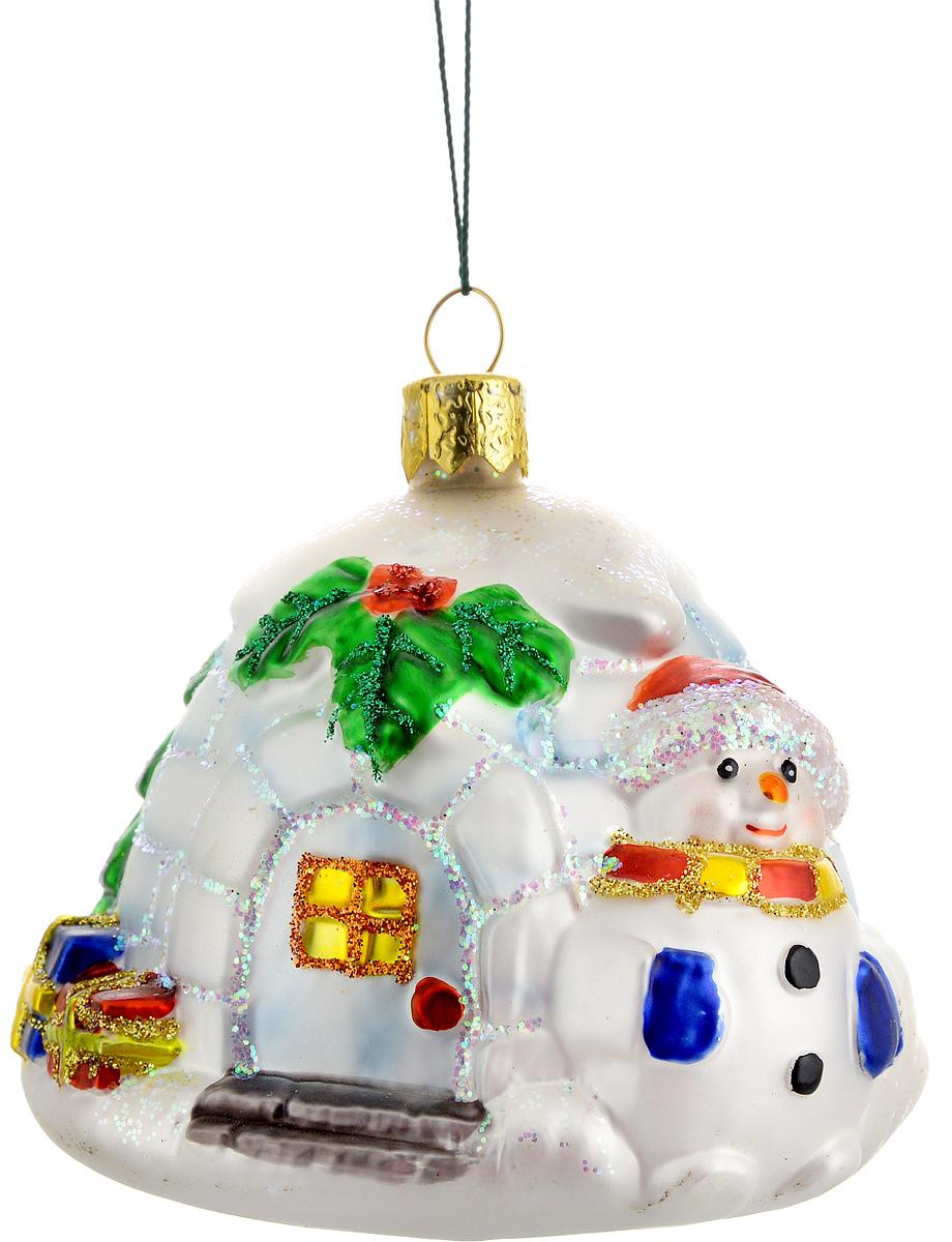 Украшение новогоднее подвесное Winter Wings Ледяной дом, цвет: белый, красный, зеленый, длина 8,5 смN07205Новогоднее подвесное украшение Winter Wings Ледяной дом выполнено из стекла и украшено блестками. С помощью специальной петельки украшение можно повесить в любом понравившемся вам месте. Но, конечно, удачнее всего оно будет смотреться на праздничной елке.Елочная игрушка - символ Нового года. Она несет в себе волшебство и красоту праздника. Создайте в своем доме атмосферу веселья и радости, украшая новогоднюю елку нарядными игрушками, которые будут из года в год накапливать теплоту воспоминаний.Материал: стекло.Длина: 8,5 см.