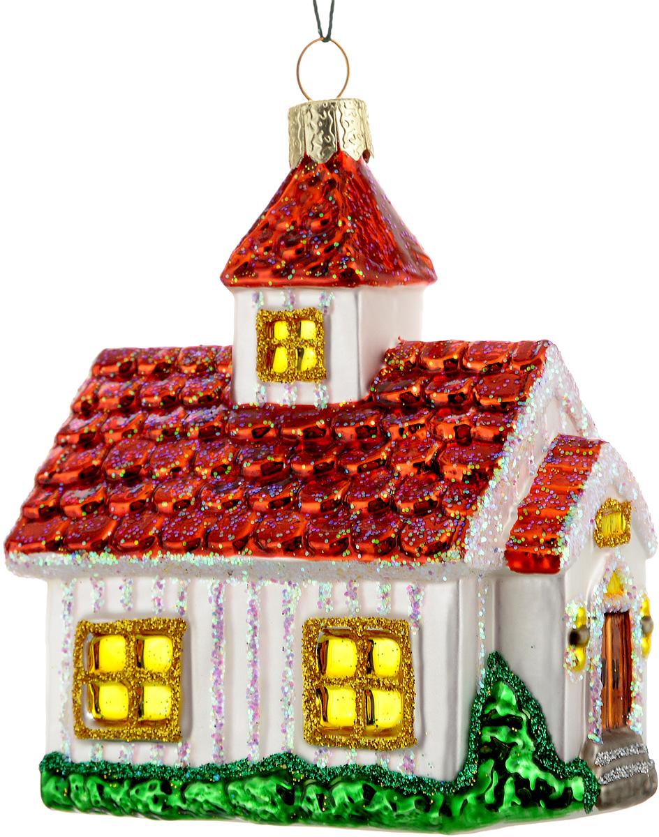 Украшение новогоднее подвесное Winter Wings Домик, цвет: красный, белый, зеленый, 7,5 х 5 х 9 новогодний декоративный подсвечник winter wings домик со свечой цвет белый красный 6 см х 8 см х 11 см
