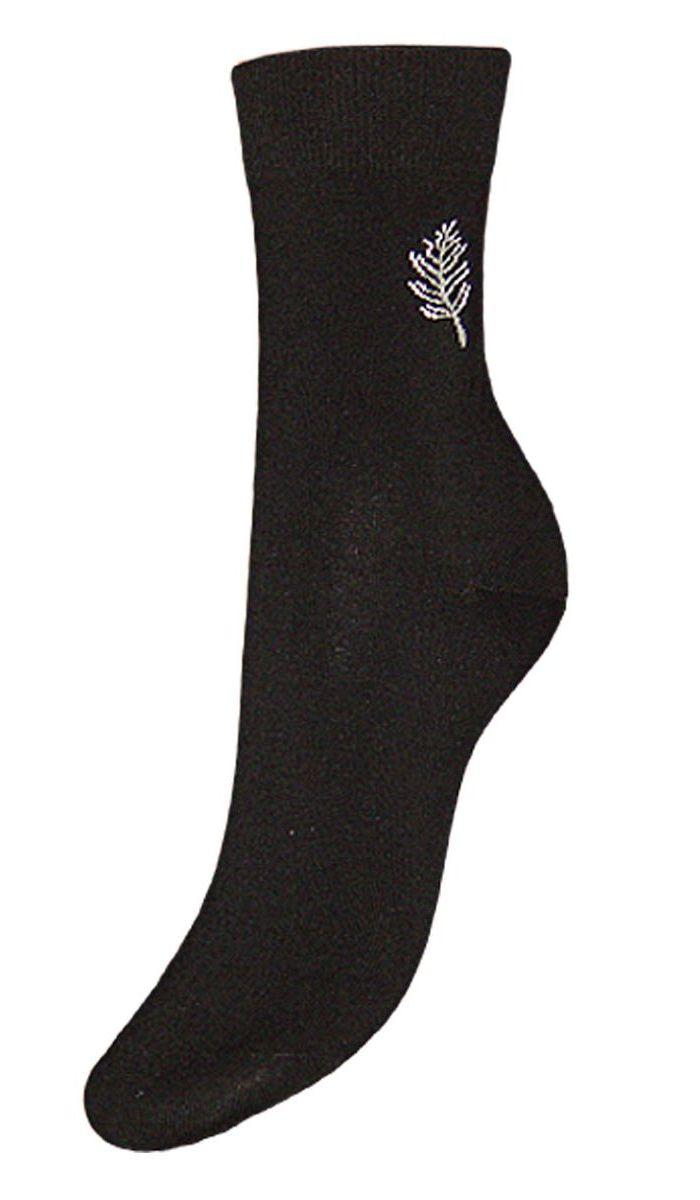 Носки женские Гранд, цвет: черный, 2 пары. SCL46. Размер 23/25SCL46Женские носки Гранд выполнены из высококачественного хлопка, предназначены для повседневной носки. Носки с бесшовной технологией зашивки мыска (кеттельный шов), оформленные на паголенке текстурным рисунком листочек, изготовлены по европейским стандартам из самой лучшей гребенной пряжи, хорошо держат форму и обладают повышенной воздухопроницаемостью, имеют безупречный внешний вид, усиленные пятку и мысок для повышенной износостойкости, после стирки не меняют цвет. Благодаря свойствам эластана, не теряют первоначальный вид. Носки долгое время сохраняют форму и цвет, а так же обладают антибактериальными и терморегулирующими свойствами.