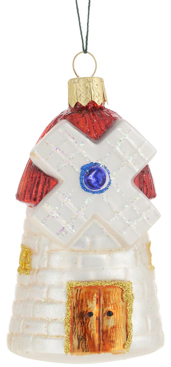 Украшение новогоднее подвесное Winter Wings Мельница, 9,5 х 5 х 5 смN07230Новогоднее подвесное украшение Winter Wings Мельница прекрасно подойдет для праздничного декора новогодней ели. Изделие выполнено из высококачественного стекла. Для удобного размещения на елке предусмотрена веревочка.Елочная игрушка - символ Нового года. Она несет в себе волшебство и красоту праздника. Создайте в своем доме атмосферу веселья и радости, украшая новогоднюю елку нарядными игрушками, которые будут из года в год накапливать теплоту воспоминаний. Откройте для себя удивительный мир сказок и грез. Почувствуйте волшебные минуты ожидания праздника, создайте новогоднее настроение вашим дорогим и близким.