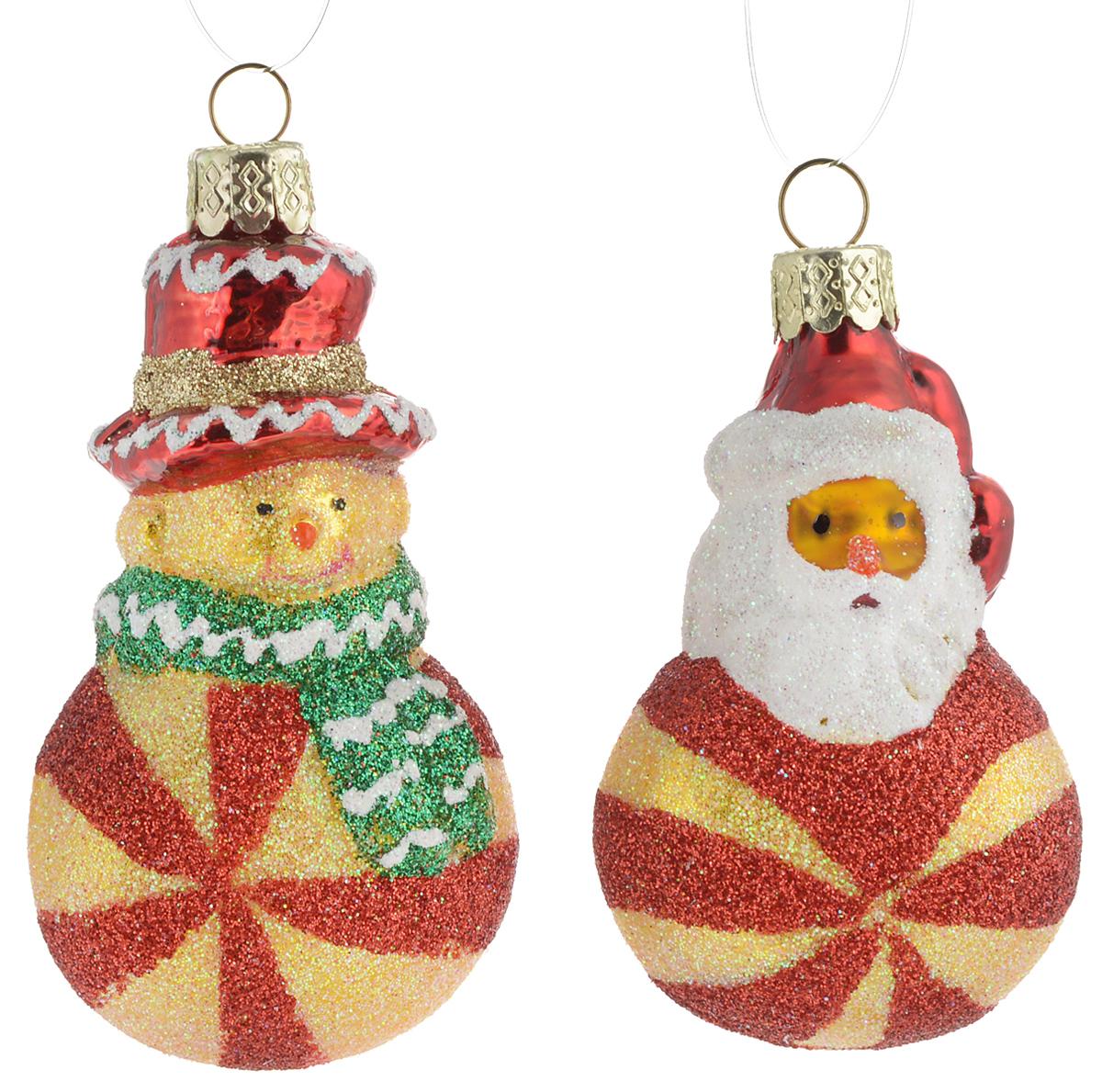 Украшение новогоднее подвесное Winter Wings Дед Мороз и снеговик, 2 штN07841Набор украшений Winter Wings Дед Мороз и снеговик прекрасно подойдетдля праздничного декора новогодней ели. Изделия выполнены из высококачественного стекла. Набор состоит из двух фигурок в виде Деда Мороза и Снеговика. Для удобного размещения на елке на украшениях предусмотрены петли. Елочная игрушка - символ Нового года. Она несет в себе волшебство и красоту праздника.Создайте в своем доме атмосферу веселья и радости, украшая новогоднюю елку наряднымиигрушками, которые будут из года в год накапливать теплоту воспоминаний.Откройте для себя удивительный мир сказок и грез. Почувствуйте волшебные минутыожидания праздника, создайте новогоднее настроение вашим дорогим и близким. Количество украшений: 2 шт. Высота украшения: 7 см.