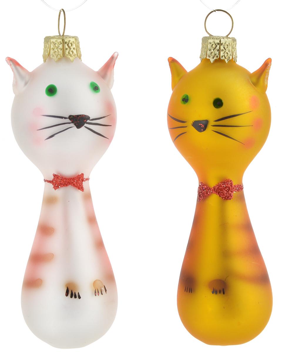 """Набор Winter Wings """"Котята"""" состоит из 2 подвесных украшений, выполненных из стекла. Оригинальные новогодние украшения в виде кошки прекрасно подойдут для праздничного декора дома и новогодней ели. С помощью специальной петельки их можно повесить в любом понравившемся вам месте. Но, конечно, удачнее всего такие игрушки будут смотреться на праздничной елке.    Елочная игрушка - символ Нового года и Рождества. Она несет в себе волшебство и красоту праздника. Создайте в своем доме атмосферу веселья и радости, украшая новогоднюю елку нарядными игрушками, которые будут из года в год накапливать теплоту воспоминаний.  Размер украшения: 6 х 3 х 2,5 см."""