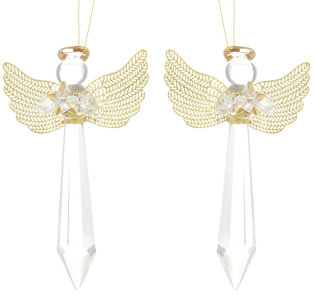 Украшение новогоднее подвесное Winter Wings Ангел, 10,5 х 6,5 х 3 см, 2 штN07730Новогоднее подвесное украшение Winter Wings Ангел прекрасно подойдетдля праздничного декора новогодней ели. Изделия выполнены из высококачественного стекла. Набор состоит из двух фигурок в виде ангелов. Для удобного размещения на елке на украшениях предусмотрены веревочки. Елочная игрушка - символ Нового года. Она несет в себе волшебство и красоту праздника.Создайте в своем доме атмосферу веселья и радости, украшая новогоднюю елку наряднымиигрушками, которые будут из года в год накапливать теплоту воспоминаний.Откройте для себя удивительный мир сказок и грез. Почувствуйте волшебные минутыожидания праздника, создайте новогоднее настроение вашим дорогим и близким. Количество украшений: 2 шт. Размер украшения: 10,5 х 6,5 х 3 см.