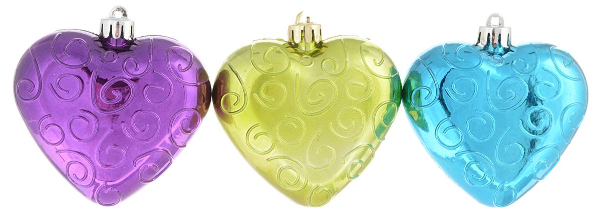 Украшение новогоднее подвесное Winter Wings Сердечки, 3 штN180953Набор украшений Winter Wings Сердечки прекрасно подойдет для праздничного декора новогодней ели. Изделия выполнены из высококачественного стекла. Набор состоит из трех фигурок в виде сердца. Для удобного размещения на елке на украшениях предусмотрены веревочки.Елочная игрушка - символ Нового года. Она несет в себе волшебство и красоту праздника. Создайте в своем доме атмосферу веселья и радости, украшая новогоднюю елку нарядными игрушками, которые будут из года в год накапливать теплоту воспоминаний. Откройте для себя удивительный мир сказок и грез. Почувствуйте волшебные минуты ожидания праздника, создайте новогоднее настроение вашим дорогим и близким.Количество украшений: 3 шт.Размер украшения: 7 х 7 х 3 см.