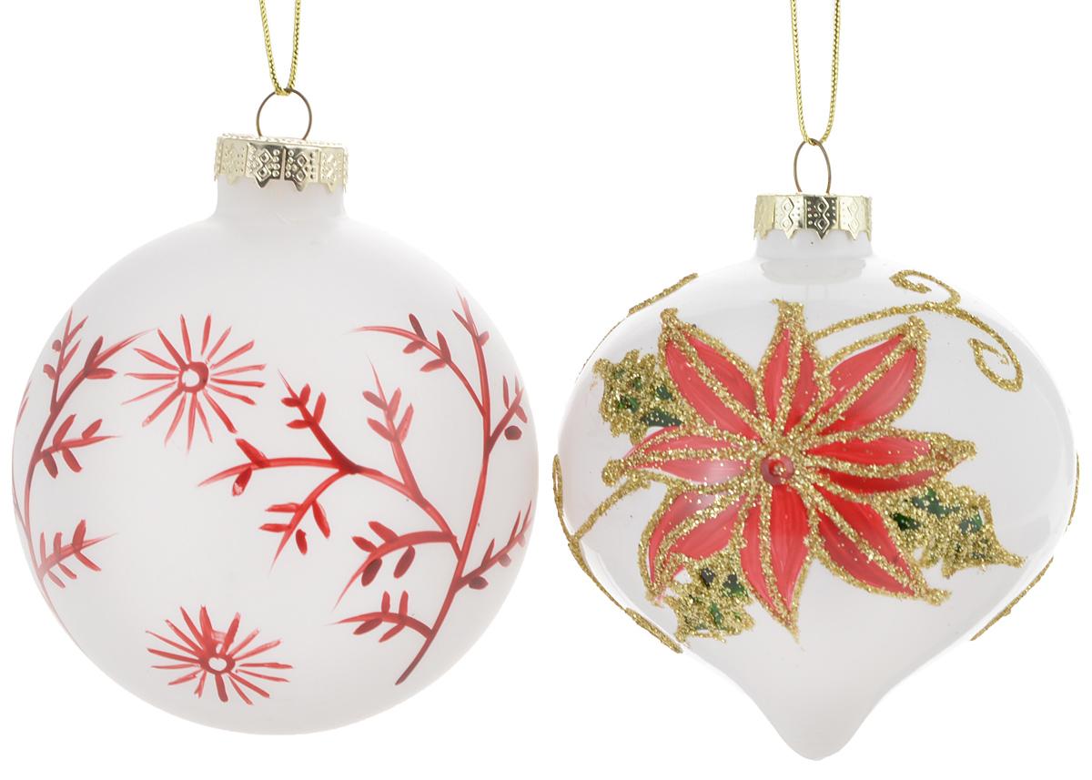 Набор новогодних подвесных украшений Winter Wings Шар, луковица, цвет: белый, красный, 2 штN07293Набор Winter Wings Шар, луковица состоит из 2 подвесных украшений, выполненных из стекла. Оригинальные новогодние украшения прекрасно подойдут для праздничного декора дома и новогодней ели. С помощью петельки их можно повесить в любом понравившемся вам месте. Но, конечно, удачнее всего такие игрушки будут смотреться на праздничной елке. Елочная игрушка - символ Нового года и Рождества. Она несет в себе волшебство и красоту праздника. Создайте в своем доме атмосферу веселья и радости, украшая новогоднюю елку нарядными игрушками, которые будут из года в год накапливать теплоту воспоминаний. Средний размер украшения: 8 х 8 х 8 см.