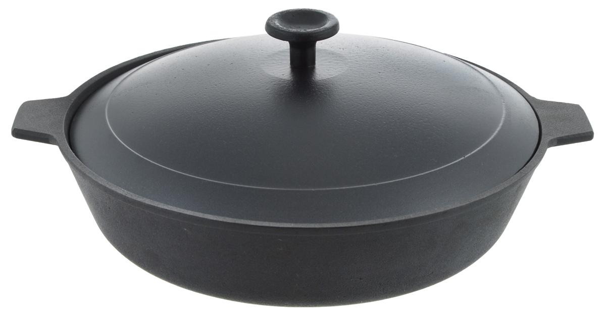 """Сковорода """"Добрыня"""", изготовленная из натурального экологически безопасного чугуна, оснащена двумя ручками. Чугун является одним из  лучших материалов для производства посуды. Его можно нагревать до высоких температур. Он очень практичный, не выделяет токсичных  веществ, обладает высокой теплоемкостью и способен служить долгие годы. Такая сковорода замечательно подойдет для приготовления жаренных и тушеных блюд. Подходит для всех типов плит, включая индукционные. Можно использовать в духовке. Не рекомендуется мыть в посудомоечной машине.Диаметр сковороды: 26 см.Ширина сковороды (с учетом ручек): 31,5 см.Высота стенки: 6,5 см. Уважаемые клиенты! Для сохранения свойств посуды из чугуна и предотвращения появления ржавчины чугунную посуду мойте только вручную, горячей или теплой водой, мягкой губкой или щёткой (не металлической) и обязательно вытирайте насухо. Для хранения смазывайте внутреннюю поверхность посуды растительным маслом, а перед следующим применением хорошо накалите посуду."""