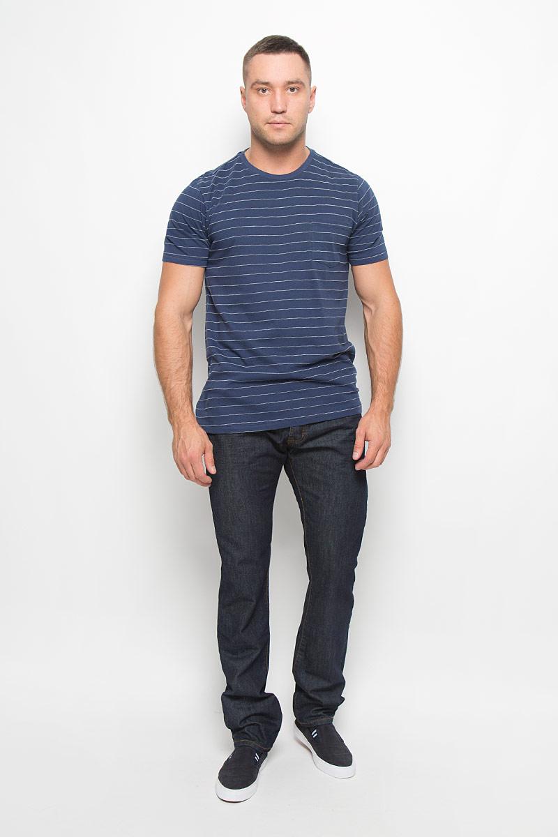 Футболка мужская Lee, цвет: темно-синий. L65PUJML. Размер S (46)L65PUJMLСтильная мужская футболка Lee, выполненная из высококачественного хлопка, обладает высокой теплопроводностью, воздухопроницаемостью, очень приятна к телу. Модель с круглымвырезом горловины, короткими рукавами - идеальный вариант для создания образа в стиле Casual. Модель дополнена накладным карманом на груди. Такая модель будет дарить вам комфорт в течение всего дня и послужит замечательным дополнением к вашему гардеробу.