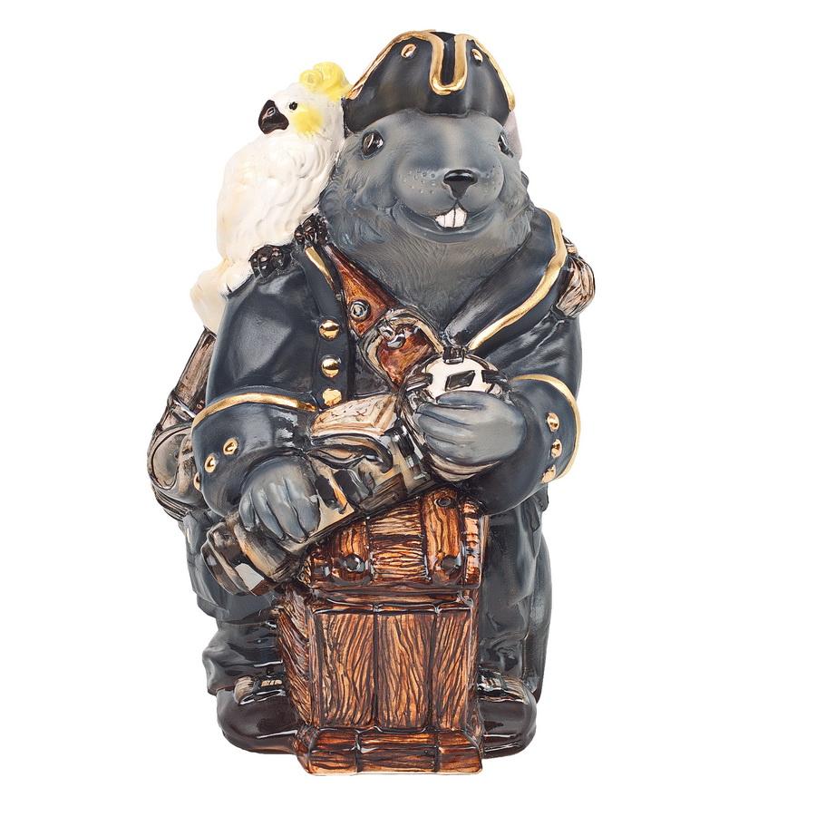 """Керамическая статуэтка """"Крыс Джек Воробей"""". ZORA. Россия. Керамика Zora, три обжига, ручная работа, смешанные техники, напыление, ручная роспись, глазурь по керамике, пигменты.  Размер: 22 х 16 см. Сохранность хорошая. Золото 17 %, платина 13% Джек Воробей - отважный пират, который, тем не менее, предпочитает избегать чересчур опасных ситуаций и вступает в драку лишь в случае необходимости. Из трудных положений его спасает не сила и оружие, а остроумие и умение вести переговоры. Если вы узнали в описании черты характера своего друга - подарите ему Крыса Джека Воробья! Пусть вызовет улыбку и станет надежным талисманом."""