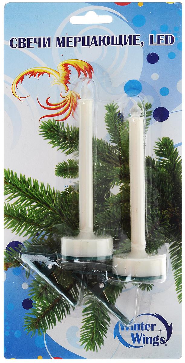 Набор свечей Winter Wings Мерцающие. Led, с держателем, 2 штN161422Набор Winter Wings Мерцающие. Led состоит из 2 декоративных свечей. Изделия выполнены из пластика с держателем. Такой набор можно использовать в декоре интерьера или для украшения ели. Для работы свечи требуется 1 батарейка типа CR 2032 (входит в комплект). Выньте пластиковый протектор перед 1 применением. При необходимости батарейка может быть заменена. Для этого откройте крышку на основании свечи, поместите батарейку согласно знакам +/-, зафиксируйте крышку. Высота с держателем: 15,5 см.Диаметр: 3 см.