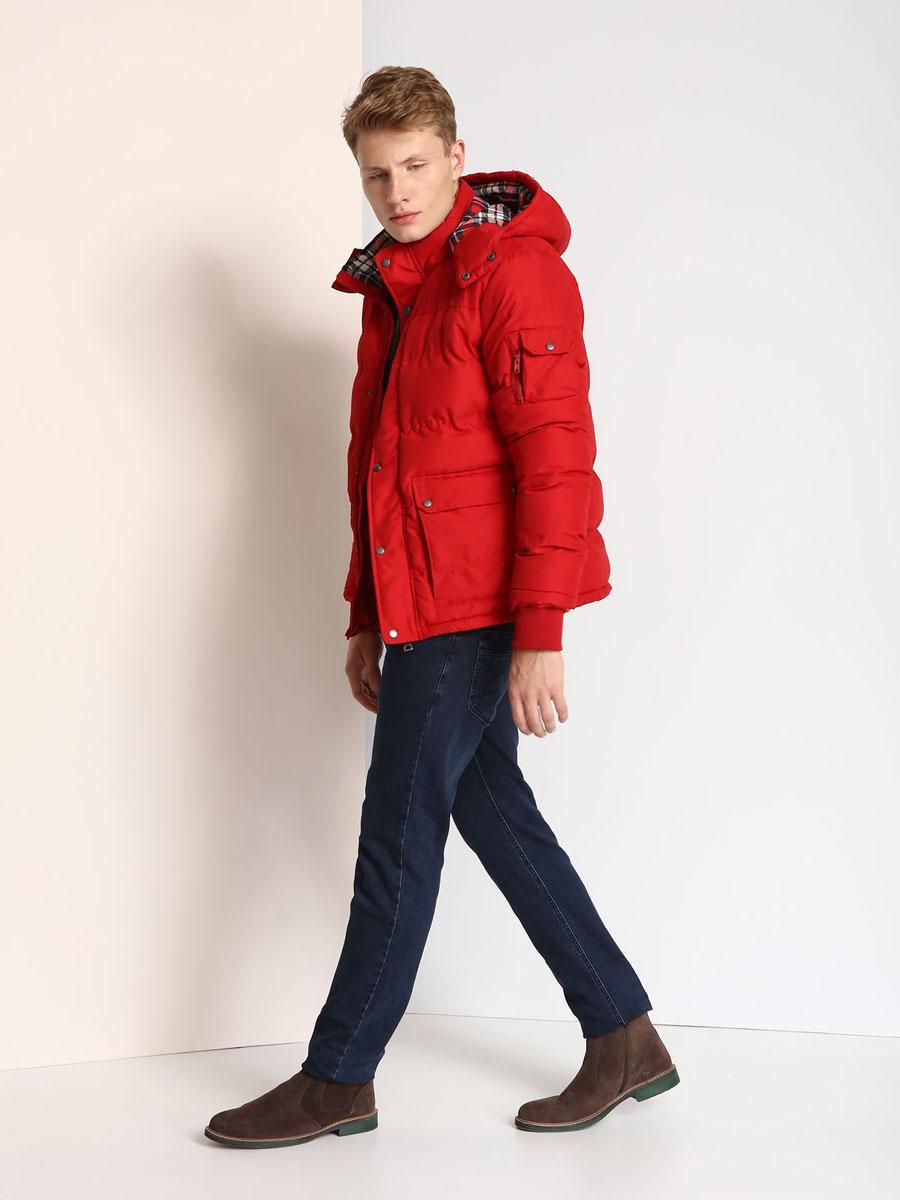 Куртка мужская Top Secret, цвет: бордовый. SKU0724CE. Размер L (50)SKU0724CEМужская куртка Top Secret выполнена из 100% полиэстера и дополнена теплой подкладкой. Модель со съемным капюшоном, воротником-стойкой и длинными рукавами застегивается на застежку-молнию и имеет ветрозащитную планку на кнопках. Капюшон пристегивается к изделию за счет застежки-молнии. Низ рукавов дополнен эластичными манжетами. Спереди расположено два накладных кармана с клапанами на кнопках, а с внутренней стороны - прорезной карман на застежке-молнии. На левом рукаве расположен накладной карман с клапаном на кнопке и боковой карман на застежке-молнии.