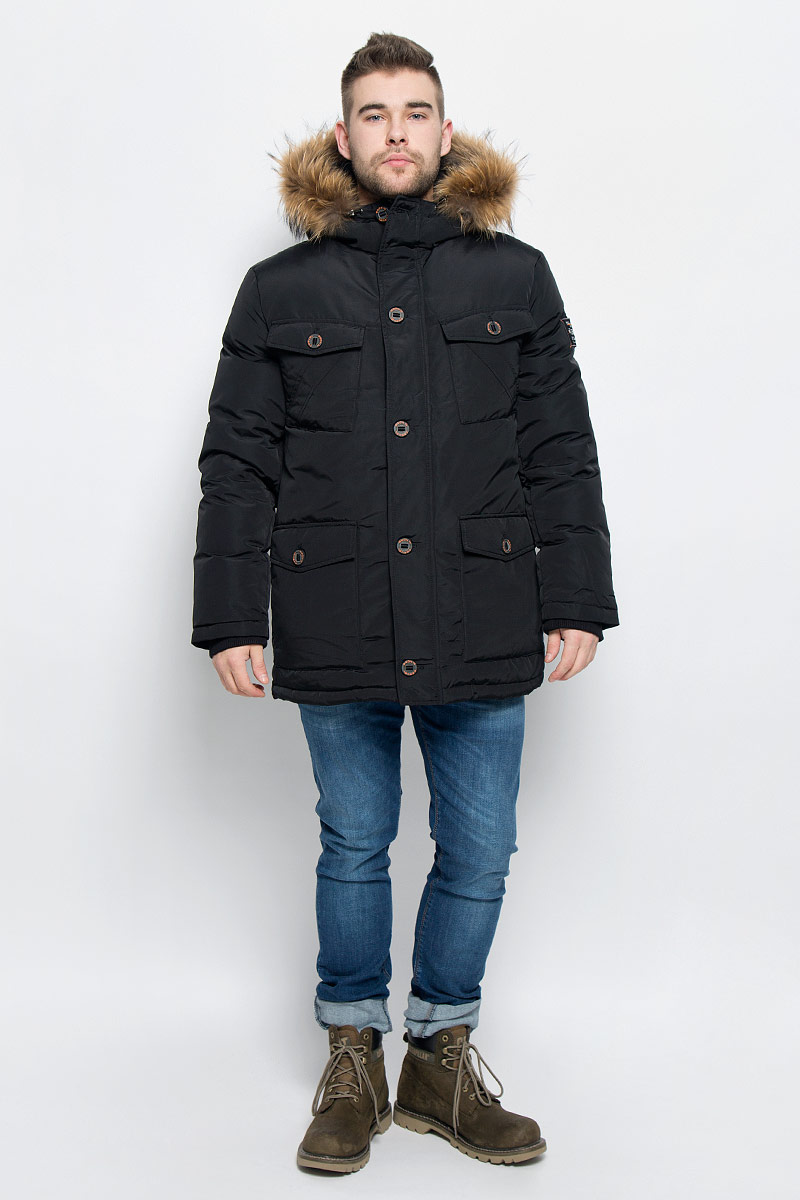 Пуховик мужской Baon, цвет: черный. B506515. Размер XL (52)B506515_BLACKМужской пуховик Baon изготовлен из высококачественного полиэстера. В качестве утеплителя используется натуральный пух.Куртка с несъемным капюшоном застегивается на застежку-молнию с двумя бегунками и дополнительно имеет ветрозащитную планку на пуговицах. Капюшон оснащен эластичными шнурками со стопперами и оформлен натуральным мехом, который пристегивается к нему за счет кнопок. Низ рукавов дополнен внутренними эластичными манжетами. Объем по линии талии регулируется с помощью эластичного шнурка со стоппером. Спереди имеются шесть накладных карманов, четыре из которых с клапанами на пуговицах, с внутренней стороны - один прорезной карман на застежке-молнии и накладной карман на пуговице. Модель оформлена фирменными нашивками.