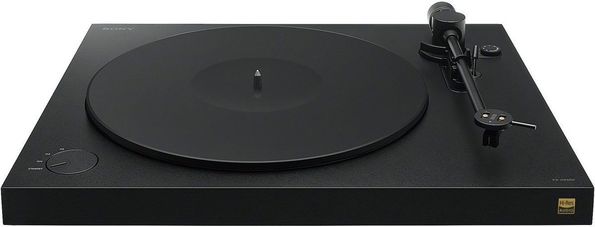Sony PS-HX500, Black виниловый проигрывательPSHX500.CELОт источника до АС — в устройстве Sony PS-HX500 все создано для идеальных аудиовпечатлений. Цифровые усилители и специальные динамики для высоких частот точно воспроизводят аудио высокого разрешения, приближая звучание к живому звуку.Вдохните новую жизнь в аналоговые записи с форматом DSD. Просто подключите проигрыватель PS-HX500 к компьютеру через USB, начните воспроизведение и сохраните каждый нюанс звучания, преобразовав дорожки в файлы формата DSD 5,6 МГц. Теперь вы можете сохранить свою коллекцию пластинок на музыкальном сервере или взять ее с собой на прогулку в памяти Walkman. В сочетании с компонентной системой высокого качества этот проигрыватель также обеспечивает невероятное реалистичное звучание аналоговых записей. С PS-HX500 вы превратите свою коллекцию пластинок в ценный источник аудио высокого разрешения.Просто подключите виниловый проигрыватель к компьютеру, чтобы оцифровать любимую музыку в аудиофайлы.Встроенный усилитель с фонокорректором позволяет переключаться между линейным выходом и выходом звукоснимателя и воспроизводить аудио через интегрированный усилитель или внешний фонокорректор.Проигрыватель может работать на двух скоростях: 33 1/3 и 45 оборотов в минуту, чтобы вы могли слушать долгоиграющие пластинки (LP) и мини-альбомы (EP).Не расставайтесь с любимыми композициями. Например, вы можете записать аудиодорожки с винила на компьютер в формате DSD, а затем скопировать их на устройство USB для последующего воспроизведения в автомобильной аудиосистеме. Перепишите свои любимые композиции с винила, и они будут сопровождать вас в поездке.С помощью музыкального редактора для Windows и Mac OS X можно легко вырезать ненужный фрагмент записи или разбить запись на отдельные дорожки.Встроенный аналогово-цифровой преобразователь позволяет выполнять преобразование из аналогового формата в цифровой (DSD) с частотой 2,8 или 5,6 МГц.Формат DSD (Direct Stream Digital) — это настоящая революция в том, что