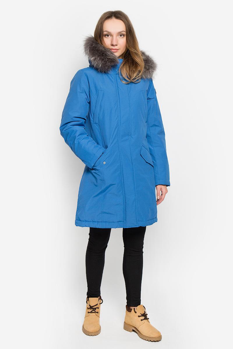 Куртка женская Baon, цвет: синий. B036517. Размер L (48)B036517_MAJOLICA BLUEЖенская куртка Baon выполнена из хлопка с добавлением полиамида. Наполнитель - синтепон. Модель с длинными рукавами и несъемным капюшоном застегивается на застежку-молнию спереди и имеет ветрозащитный клапан на кнопках. Изделие дополнено двумя втачными карманами на застежках-молниях и двумя втачными карманами с клапанами на кнопках спереди. Рукава дополнены внутренними трикотажными манжетами. Капюшон украшен съемным натуральным мехом на кнопках.