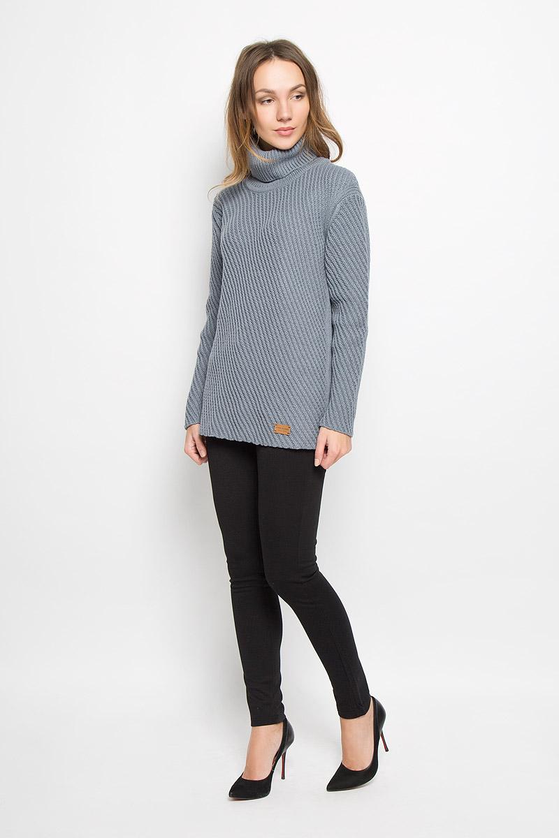 Свитер женский Finn Flare, цвет: серый. W16-171240_205. Размер S (44)W16-171240_205Стильный женский свитер, выполненный из качественной пряжи, отлично дополнит ваш образ и согреет в холодную погоду. Модель с воротником-гольф и длинными рукавами немного удлинена.
