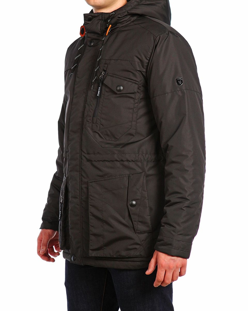 Куртка мужская Xaska, цвет: чеpный. 15510. Размер 4815510_BlackМужская куртка Xaska изготовлена из высококачественного полиэстера. В качестве утеплителя используется полиэстер. Куртка с несъемным капюшоном застегивается на застежку-молнию, а также дополнительно имеет ветрозащитную планку на кнопках. Капюшон оснащен текстильным шнурком со стопперами. Объем по низу и талии регулируется с помощью эластичного шнурка со стопперами. Спереди имеются пять карманов на застежках-молниях и кнопках, внутри расположены два кармана на застежках-молниях. На левом рукаве расположена небольшая металлическая пластина с названием бренда.
