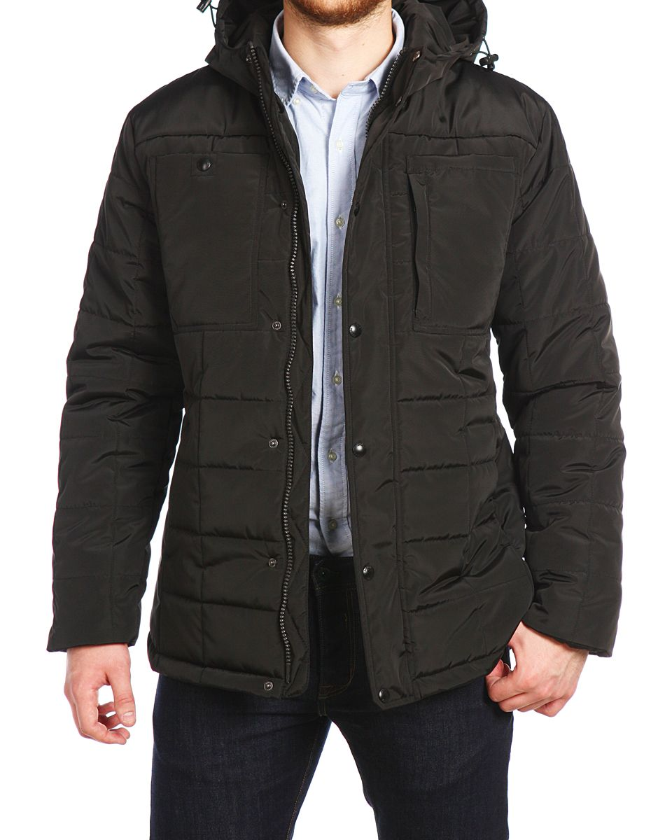 Куртка мужская Xaska, цвет: чеpный. 16506. Размер 4816506_BlackМужская куртка Xaska выполнена из 100% полиэстера. В качестве подкладки также используется полиэстер, а в качестве утеплителя - термофинн. Термофинн разработан специально для российских условий, содержит сертифицированные безопасные компоненты и гипоаллерген. Такой материал долговечен и надежен, выдерживает большое количество стирок и отлично сохраняет форму, а также быстро высыхает после намокания. Модель с несъемным капюшоном застегивается на застежку-молнию с двумя бегунками и имеет ветрозащитную планку на кнопках. Край капюшона дополнен эластичным шнурком-кулиской со стоплерами. Низ рукавов дополнен внутренними эластичными манжетами. Спереди расположено два втачных кармана на кнопках и два накладных кармана, один из которых открытый, а второй на кнопке и небольшой боковой карман на застежке-молнии. С внутренней стороны расположено два прорезных кармана на застежках-молниях. Куртка оформлена фирменной, металлической нашивкой.