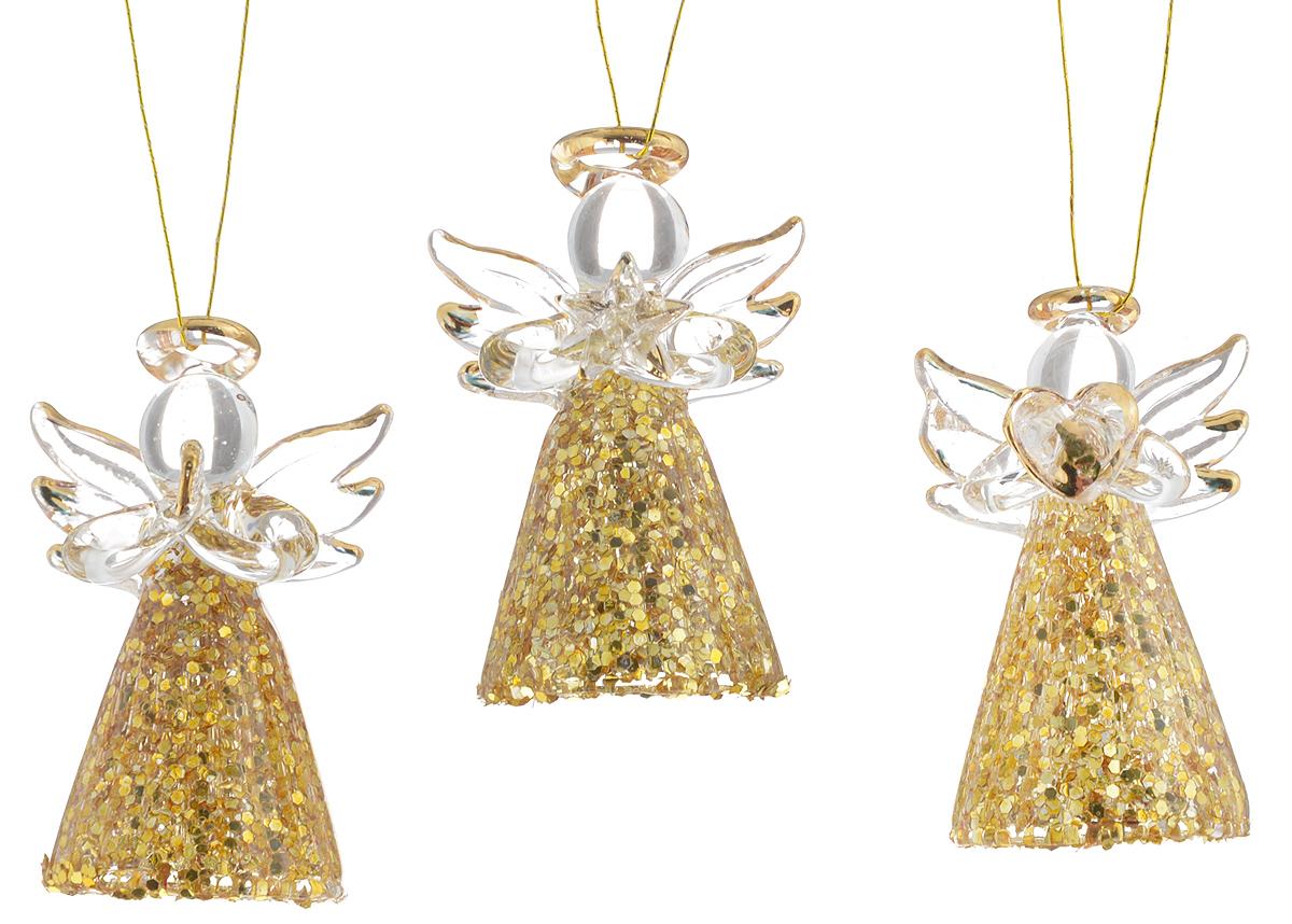 Набор новогодних подвесных украшений Winter Wings Ангелочки, высота 4,5 см, 3 штN07738Набор Winter Wings Ангелочки состоит из 3 подвесных украшений, выполненных из стекла. Оригинальные новогодние украшения прекрасно подойдут для праздничного декора дома и новогодней ели. С помощью специальной петельки их можно повесить в любом понравившемся вам месте. Но, конечно, удачнее всего такие игрушки будут смотреться на праздничной елке. Елочная игрушка - символ Нового года и Рождества. Она несет в себе волшебство и красоту праздника. Создайте в своем доме атмосферу веселья и радости, украшая новогоднюю елку нарядными игрушками, которые будут из года в год накапливать теплоту воспоминаний. Размер украшения: 3 х 2,5 х 4,5 см.