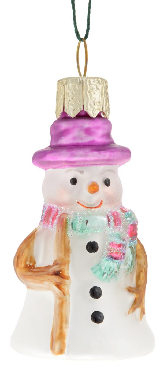 Украшение новогоднее подвесное Winter Wings Снеговик, 3 х 3 х 6 смN07208Новогоднее подвесное украшение Winter Wings Снеговик прекрасно подойдет для праздничного декора новогодней ели. Изделие выполнено из высококачественного стекла с блестками. Для удобного размещения на елке на украшении предусмотрено ушко и веревочка.Елочная игрушка - символ Нового года. Она несет в себе волшебство и красоту праздника. Создайте в своем доме атмосферу веселья и радости, украшая новогоднюю елку нарядными игрушками, которые будут из года в год накапливать теплоту воспоминаний. Откройте для себя удивительный мир сказок и грез. Почувствуйте волшебные минуты ожидания праздника, создайте новогоднее настроение вашим дорогим и близким.