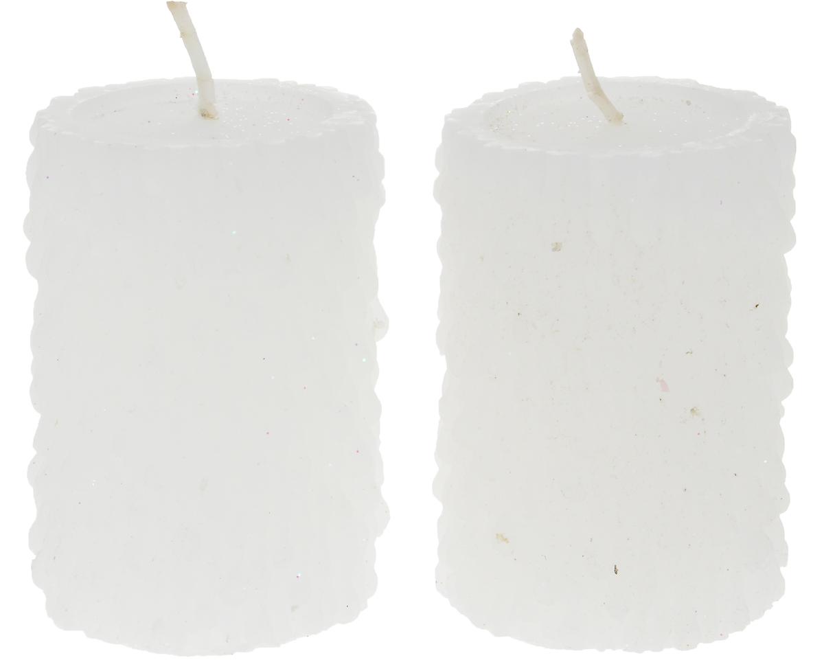Набор свечей Winter Wings Снежные, высота 7 см, 2 штN161813Набор Winter Wings Снежные состоит из 2 свечей, которые украшены блестками. Такой набор прекрасно дополнит интерьер вашего дома в преддверии Нового года, а также станет замечательным украшением праздничного стола. Создайте в своем доме атмосферу тепла, веселья и радости, украшая его всей семьей.