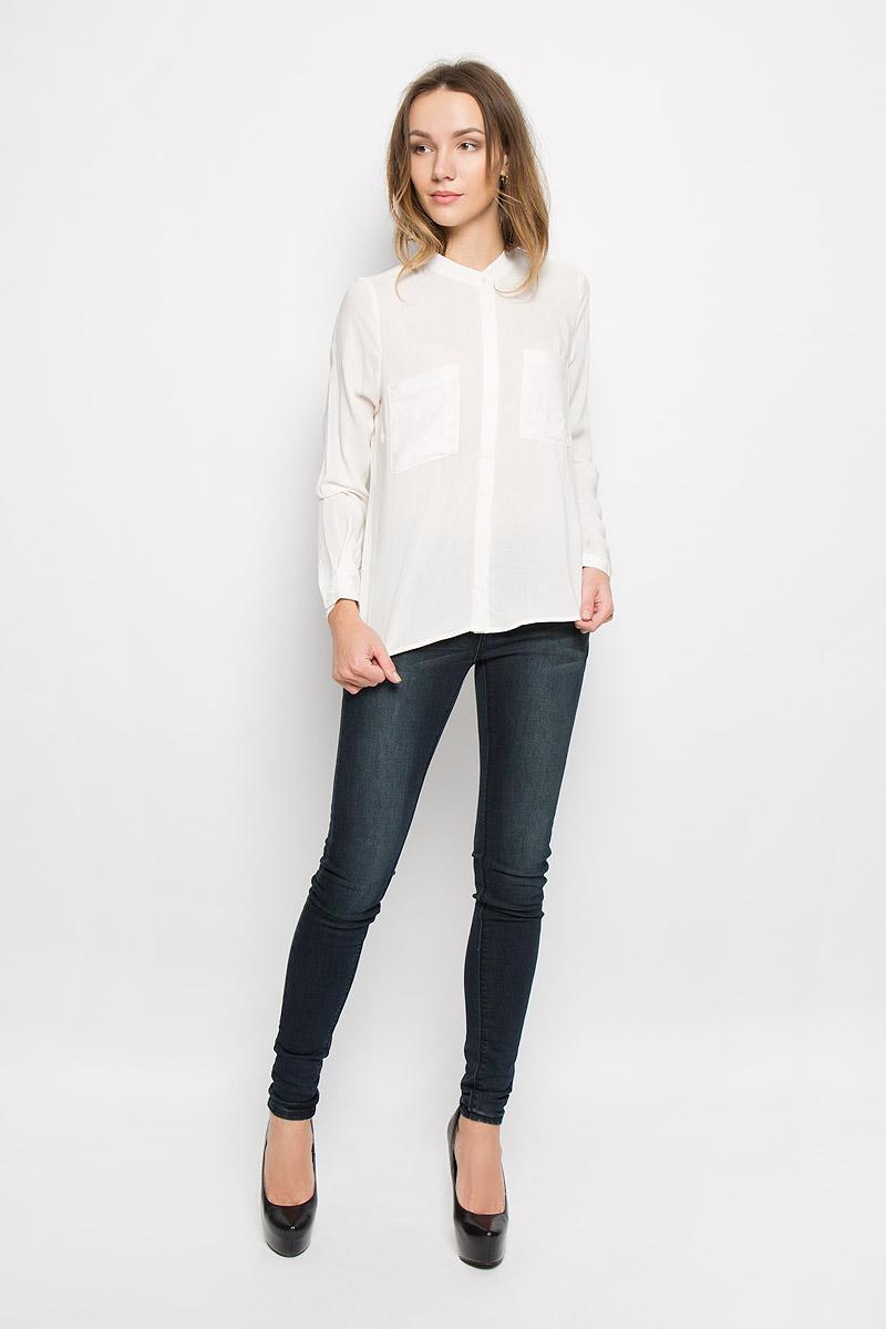 Блузка женская Broadway Ressie, цвет: белый. 10156633_001. Размер M (46)10156633_001Стильная женская блузка выполненная из 100% вискозы будет хорошо сочетаться как с юбкой, так и с брюками. Модель с круглым вырезом горловины и длинными рукавами застегивается по всей длине на пластиковые пуговицы скрытые планкой. На груди блузка дополнена двумя накладными карманами.