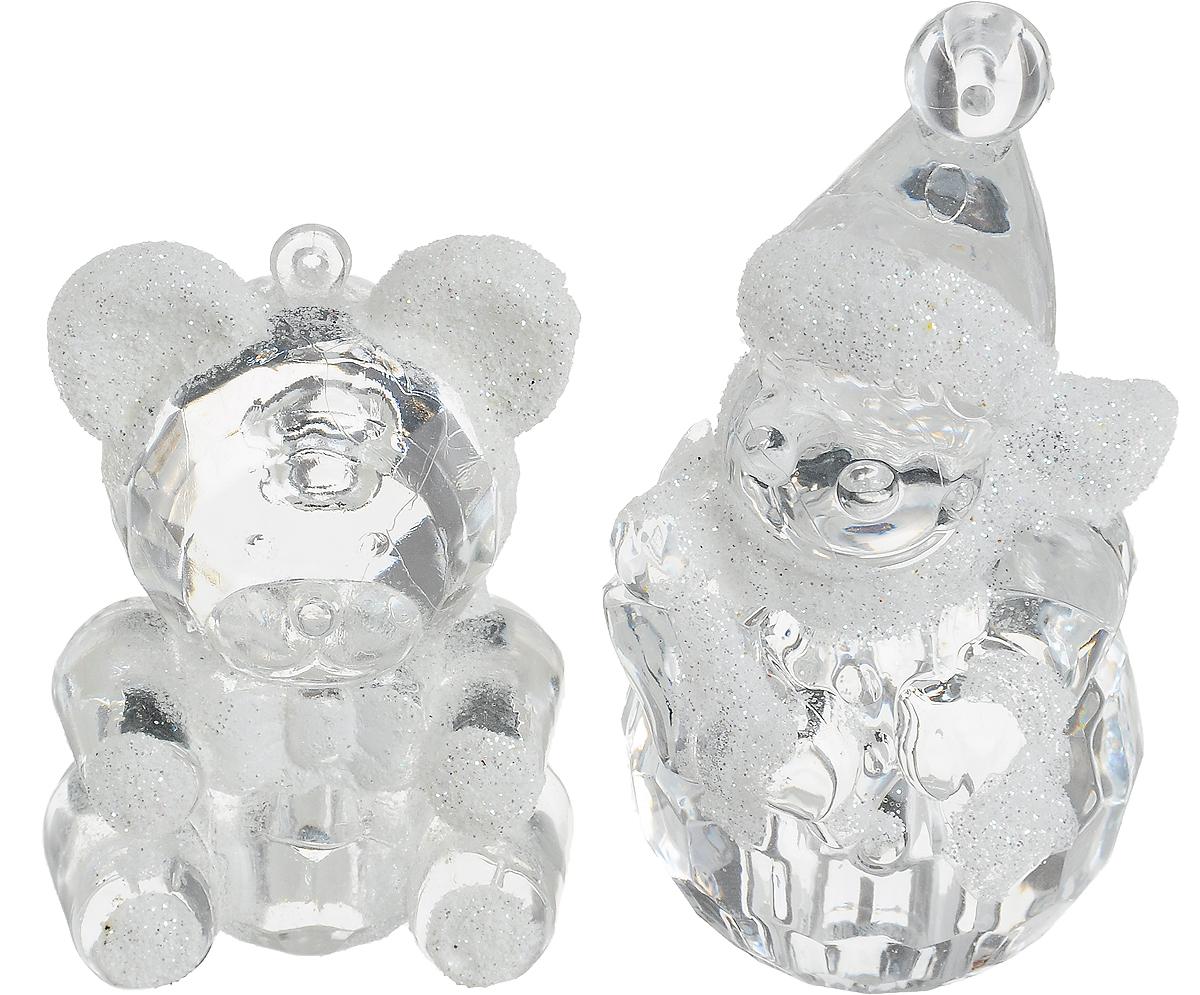 Украшение новогоднее подвесное Winter Wings Снеговик и мишка, 2 штN180012Набор украшений Winter Wings Снеговик и мишка прекрасно подойдет для праздничного декора новогодней ели. Изделия выполнены из высококачественного пластика. Набор включает в себя 2 изделия с новогодней тематикой. Для удобного размещения на елке на украшениях предусмотрены веревочки.Елочная игрушка - символ Нового года. Она несет в себе волшебство и красоту праздника. Создайте в своем доме атмосферу веселья и радости, украшая новогоднюю елку нарядными игрушками, которые будут из года в год накапливать теплоту воспоминаний. Откройте для себя удивительный мир сказок и грез. Почувствуйте волшебные минуты ожидания праздника, создайте новогоднее настроение вашим дорогим и близким.Высота снеговика: 8 см.Высота медведя: 6 см.