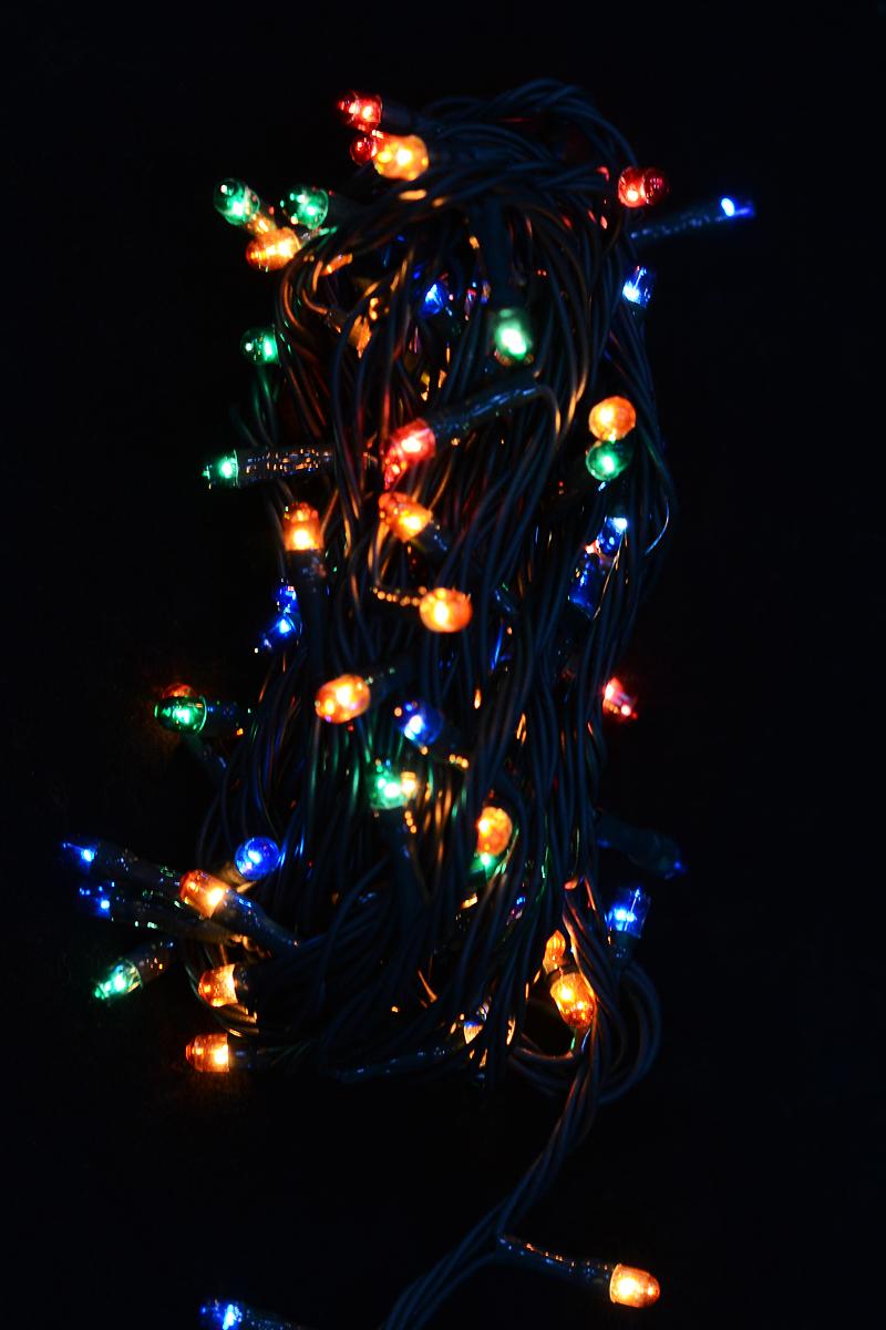 Гирлянда новогодняя электрическая Magic Time, 100 лампочек, 400 см. 4227142271/76249Новогодняя электрическая гирлянда Magic Time украсит интерьер вашего дома или офиса в преддверии Нового года. Лампы выполнены в разных цветах. Имеется контроллер переключения режимов мигания огней (8 режимов). Оригинальный дизайн и красочное исполнение создадут праздничное настроение. Откройте для себя удивительный мир сказок и грез. Почувствуйте волшебные минуты ожидания праздника, создайте новогоднее настроение вашим дорогим и близким.Материал: медь, поливинилхлорид, стекло, вольфрамовая нить. Количество ламп: 100 шт.Мощность: 12 Вт.Напряжение: 220 В.