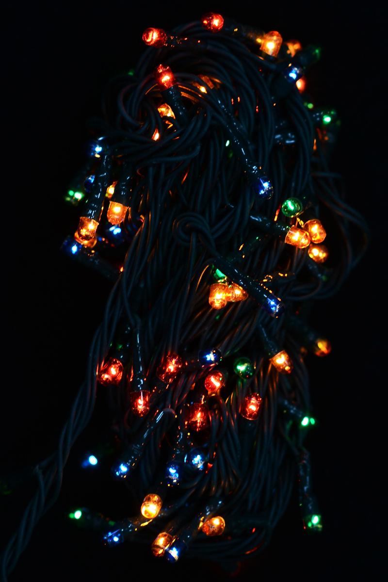 Гирлянда новогодняя электрическая Magic Time, 140 лампочек, 500 см. 4227442274/76252Новогодняя электрическая гирлянда Magic Time украсит интерьер вашего дома или офиса в преддверии Нового года. Лампы выполнены в разных цветах. Имеется контроллер переключения режимов мигания огней (8 режимов). Оригинальный дизайн и красочное исполнение создадут праздничное настроение. Откройте для себя удивительный мир сказок и грез. Почувствуйте волшебные минуты ожидания праздника, создайте новогоднее настроение вашим дорогим и близким.Материал: медь, поливинилхлорид, стекло, вольфрамовая нить. Количество ламп: 140 шт.Мощность: 16 Вт.Напряжение: 220 В.