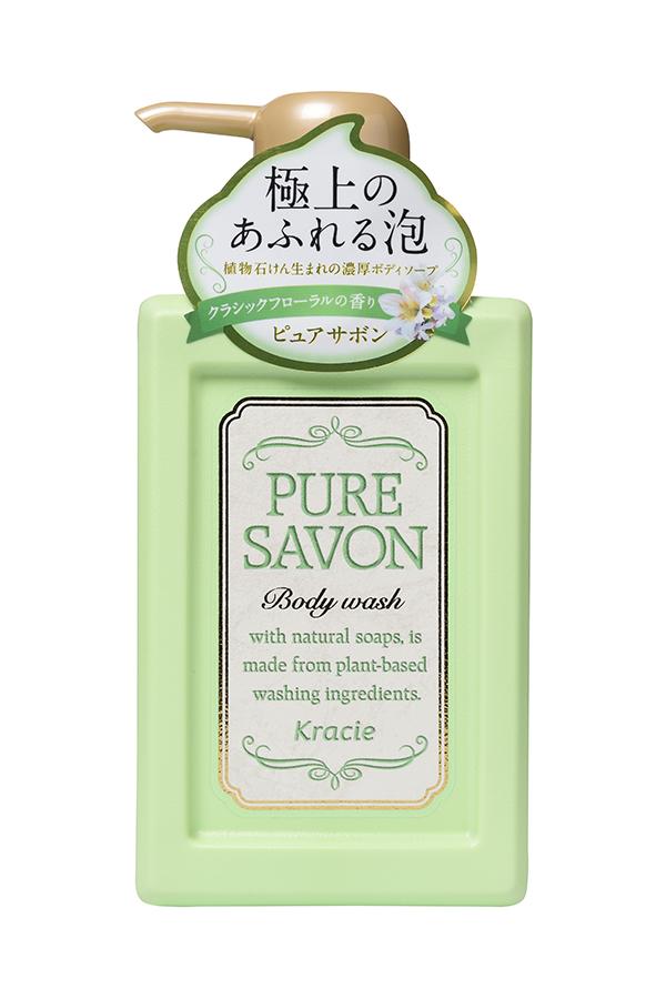 Kracie 17425 Мыло жидкое для тела «Pure Savon – аромат цветов», 300 мл17425krНежное мыло для тела образует обильную кремовую пену, которая хорошо очищаеткожу, обильно увлажняет и делает её гладкой.В составе экстракт мыльнянки лекарственной и масло Ши. Густая кремообразная пеналегко обволакивает кожу и увлажняет её.Экстракт и эссенции свежих растений придают насыщенный аромат иконцентрированность средства. Одного нажатия достаточно для образования обильнойпены и использования для всего тела.Эссенция Лилии белоснежной делает поверхность кожи гладкой.Элегантный аромат классических цветов