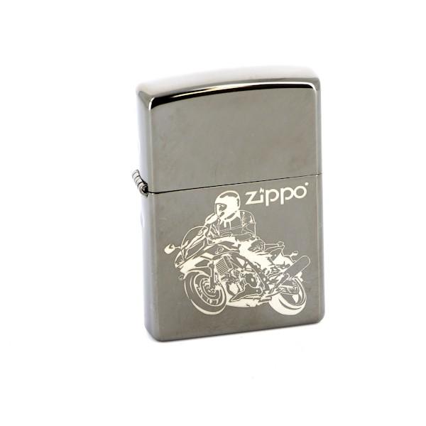 Зажигалка Zippo Classic. Moto, 3,6 х 1,2 х 5,6 см150 MotoЗажигалка Zippo Classic. Moto станет хорошим подарком курящим людям. Корпус зажигалки выполнен из высококачественной латуни и оформлен оригинальным изображением. Изделие ветроустойчиво - легко приводится в действие на улице. Стиль начинается с мелочей - окружите себя достойными стильными предметами.