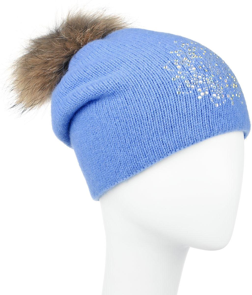 Шапка женская Finn Flare, цвет: голубой. W16-11128_139. Размер 56W16-11128_139Стильная женская шапка Finn Flare дополнит ваш наряд и не позволит вам замерзнуть в холодное время года. Шапка выполнена из высококачественной пряжи, что позволяет ей великолепно сохранять тепло и обеспечивает высокую эластичность и удобство посадки.Модель оформлена брендовой металлической пластиной, стразами и дополнена помпоном из натурального меха. Уважаемые клиенты!Размер, доступный для заказа, является обхватом головы.