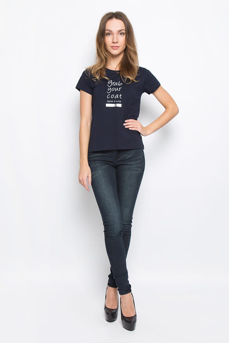 Футболка женская Broadway Charlize, цвет: темно-синий. 10156866_54A. Размер S (44)10156866_54AЖенская футболка Broadway Charlize выполнена из натурального хлопка. Модель с круглым вырезом горловины и короткими рукавами. Модель оформлена принтовыми надписями на английском языке.