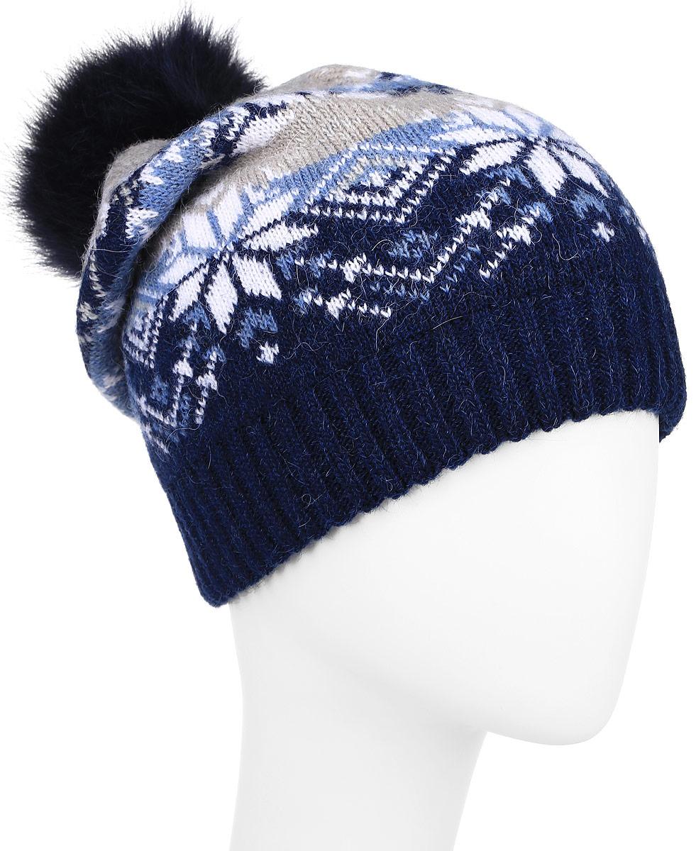 Шапка женская Finn Flare, цвет: темно-синий, белый, синий. W16-12121_101. Размер 56W16-12121_101Теплая женская шапка Finn Flare, выполненная из высококачественной пряжи, отлично дополнит ваш образ в холодную погоду.Модель дополнена металлической пластиной с названием бренда и пушистым помпоном из натурального меха. По низу связана резинкой.Уважаемые клиенты!Размер, доступный для заказа, является обхватом головы.