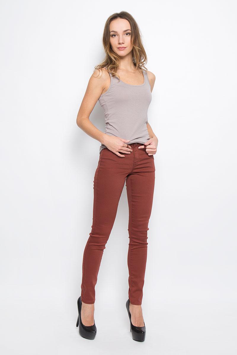 Брюки женские Broadway Jane, цвет: бордовый. 10156835_351. Размер XL (50)10156835_351Женские брюки Broadway Jane выполнены из высококачественного комбинированного материала.Брюки-скинни застегиваются по поясу на металлическую пуговицу и имеют ширинку на застежке-молнии. Пояс дополнен шлевками для ремня. Спереди расположено два втачных кармана и один маленький накладной, сзади - два накладных кармана.