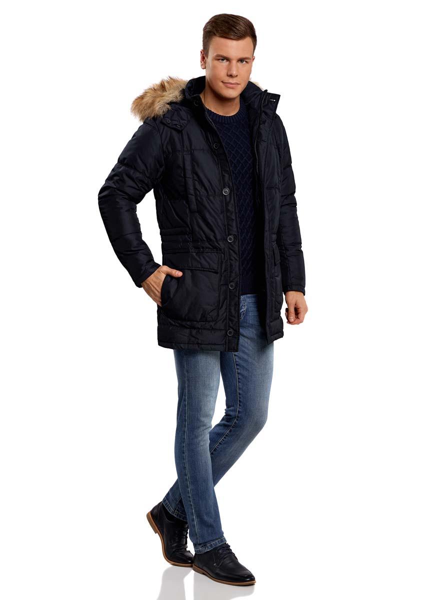 Куртка мужская oodji Lab, цвет: темно-синий. 1L414002M/44480N/7900N. Размер S (46/48-182)1L414002M/44480N/7900NСтильная мужская куртка oodji Lab изготовлена из высококачественного полиэстера. В качестве утеплителя используется полиэстер.Модель со съемным капюшоном, оформленным искусственным мехом, застегивается на застежку-молнию и дополнительно на двойной клапан с пуговицами. Капюшон, пристегивающийся с помощью пуговиц, регулируется с помощью шнурка и ремешка, и дополнен застежками-кнопками. Спереди расположены четыре накладных кармана, два из которых с клапанами на кнопках, на груди - два прорезных кармана на кнопках, с внутренней стороны - прорезной карман на застежке-молнии.С внутренней стороны, на талии модель регулируется с помощью шнурка.